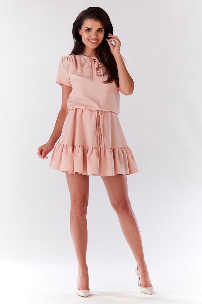 CM3209 Kobieca sukienka z wiązaniem w pasie - jasno różowa