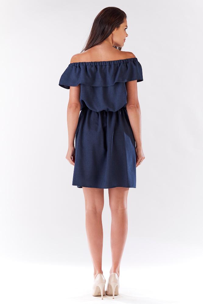 CM3214 Elegancka sukienka z falbaną odsłaniającą ramiona - granatowa