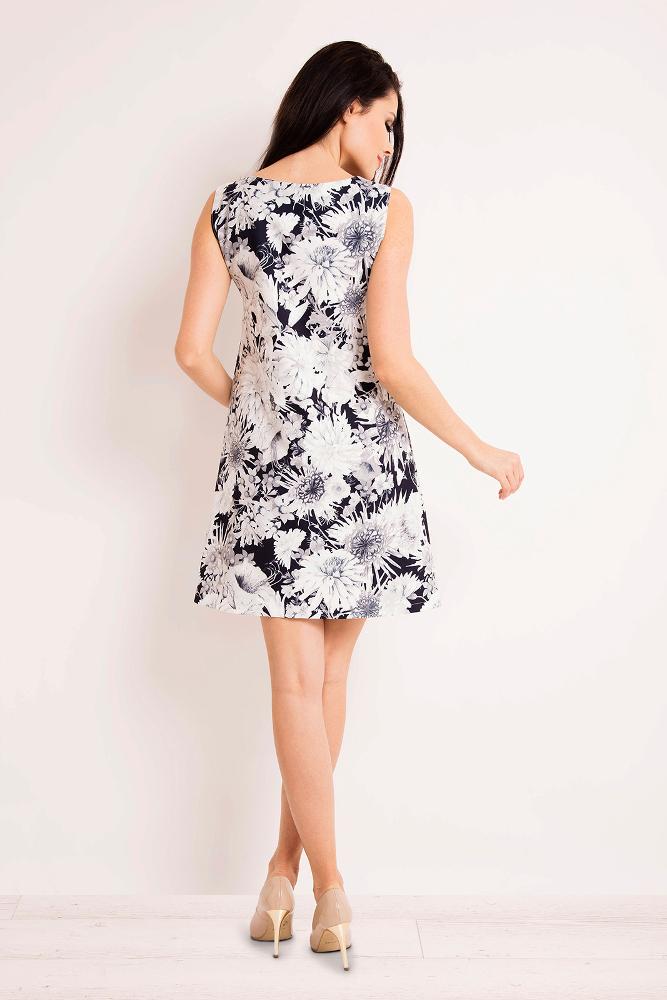 CM3267 Prosta trapezowa sukienka w kwiaty - kwiaty-granatowe