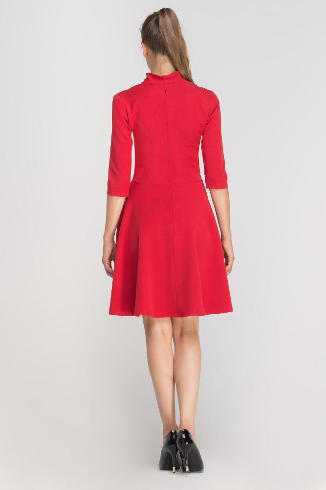 CM3363 Elegancka rozkloszowana sukienka z dekoltem - czerwona