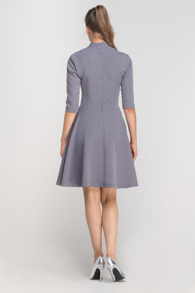 CM3363 Elegancka rozkloszowana sukienka z dekoltem - szara