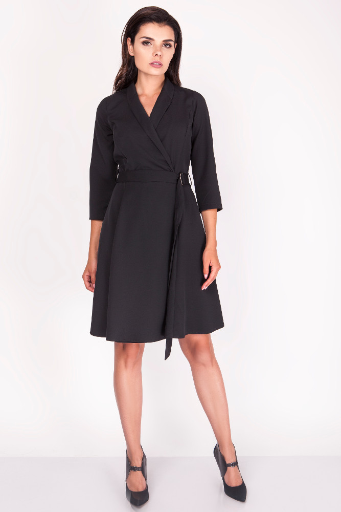 CM3370 Elegancka sukienka przewiązana w pasie - czarna