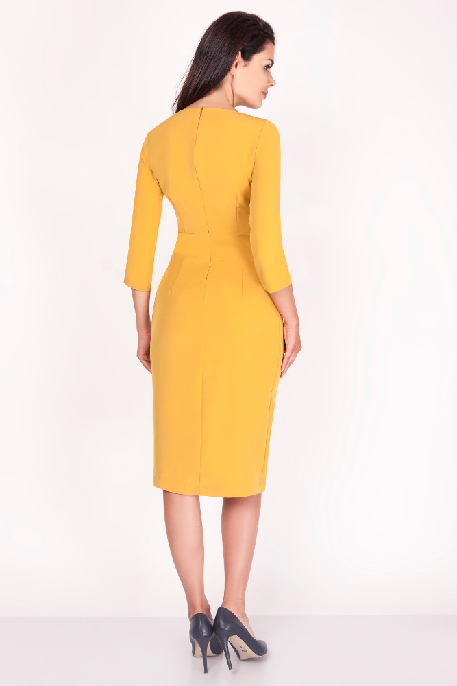CM3371 Elegancka ołówkowa sukienka midi - kamelowa