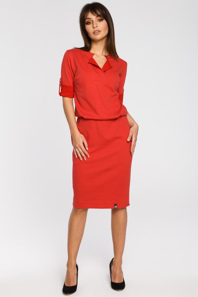 CM3439 Sukienka ze stójką i plisą w dekolcie - czerwona