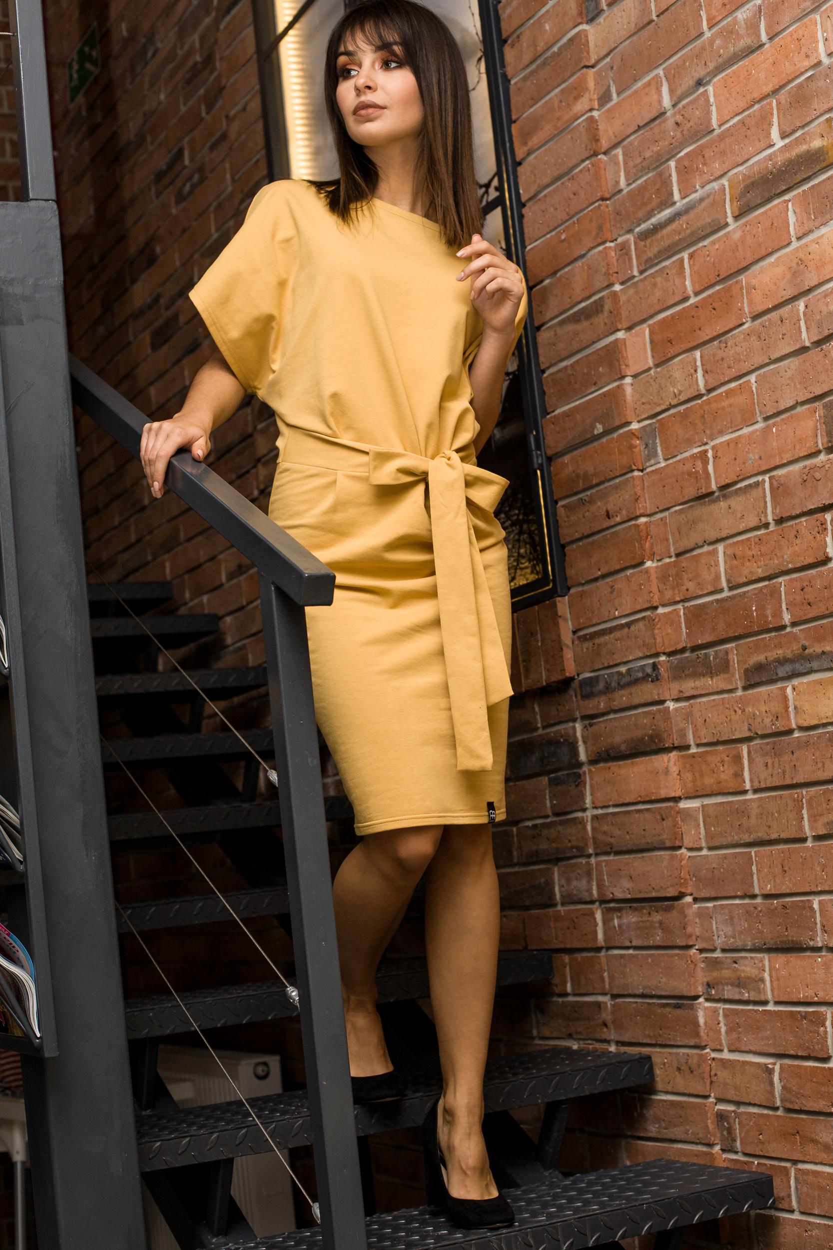 CM3441 Sukienka z paskiem i rękawami kimono - żółta