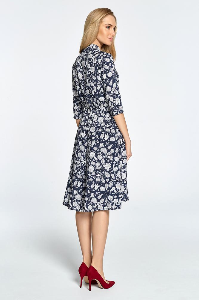 CM3455 Rozkloszowana sukienka we wzory - granatowa