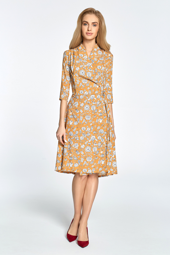 CM3455 Rozkloszowana sukienka we wzory - brzoskwiniowa