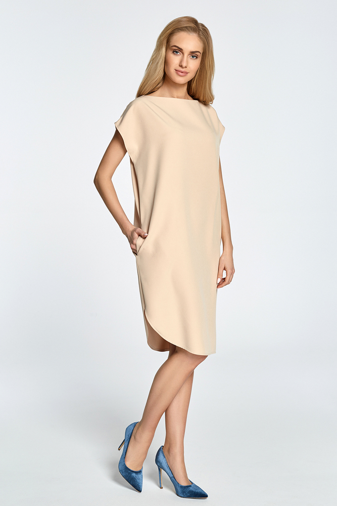 CM3457 Prosta sukienka z rozcięciem na udo - beżowa