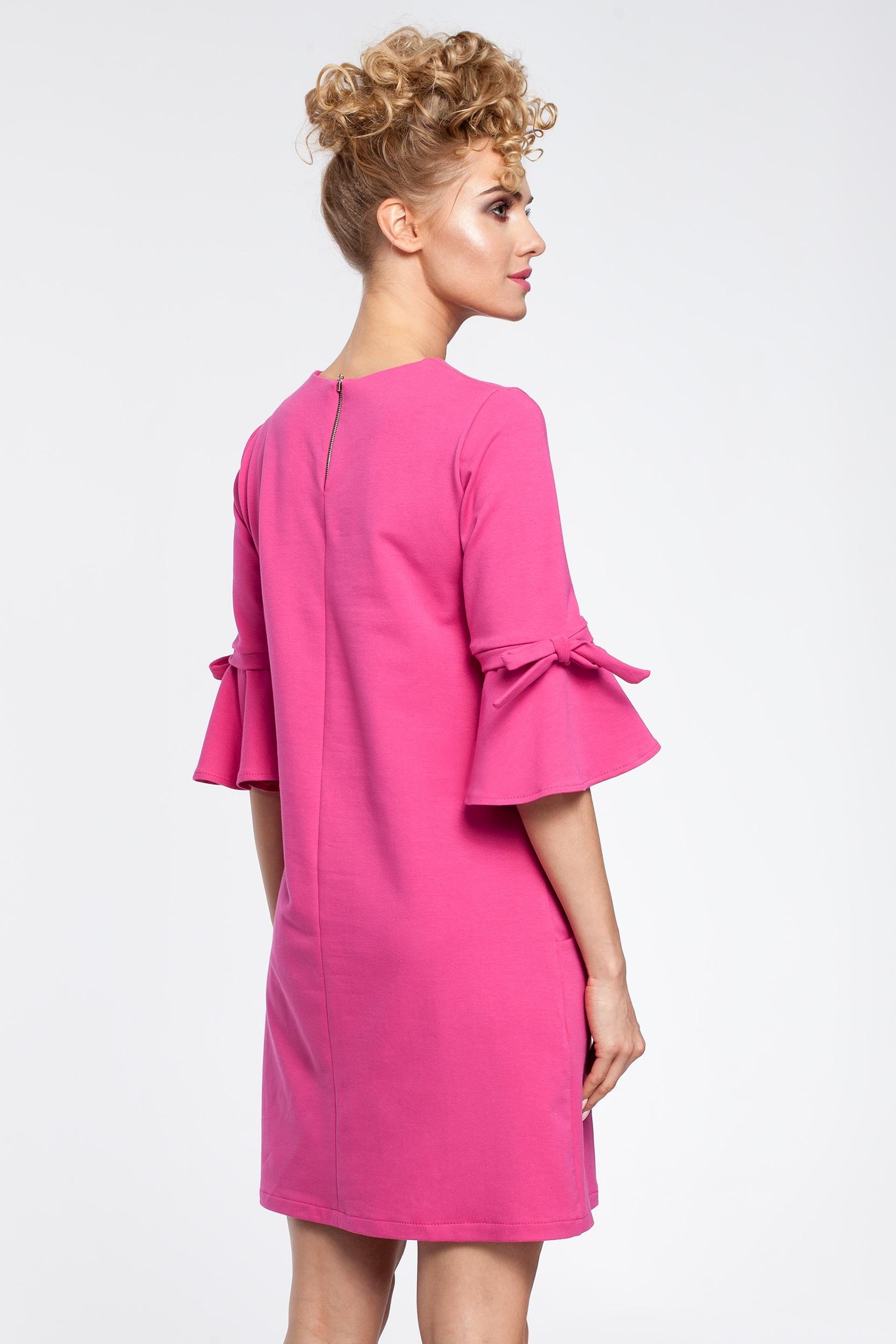 CM2902 Trapezowa sukienka z falbanami przy rękawach - fuksja