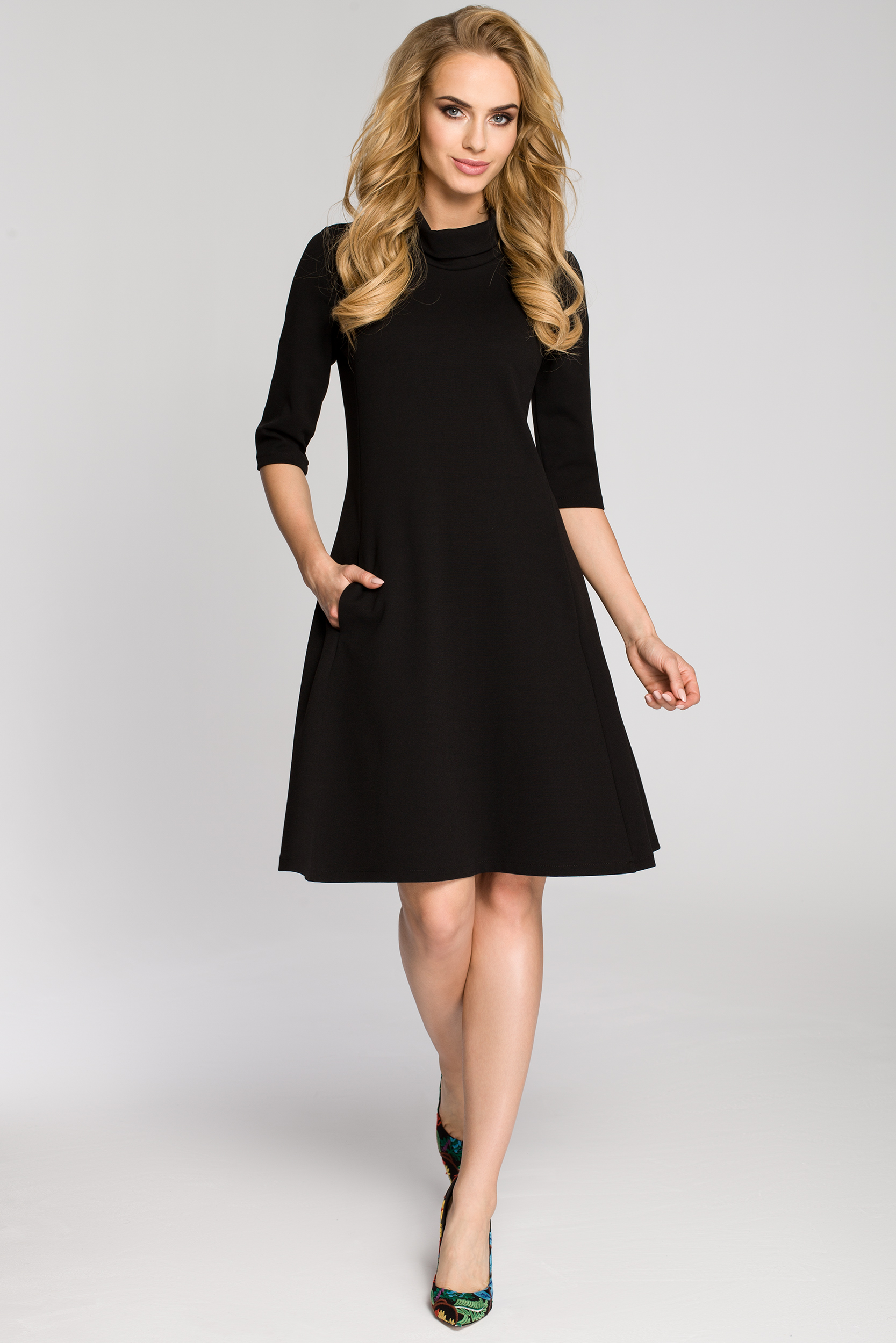 043a4423a7 CM2685 Zwiewna rozkloszowana sukienka midi - czarna ...