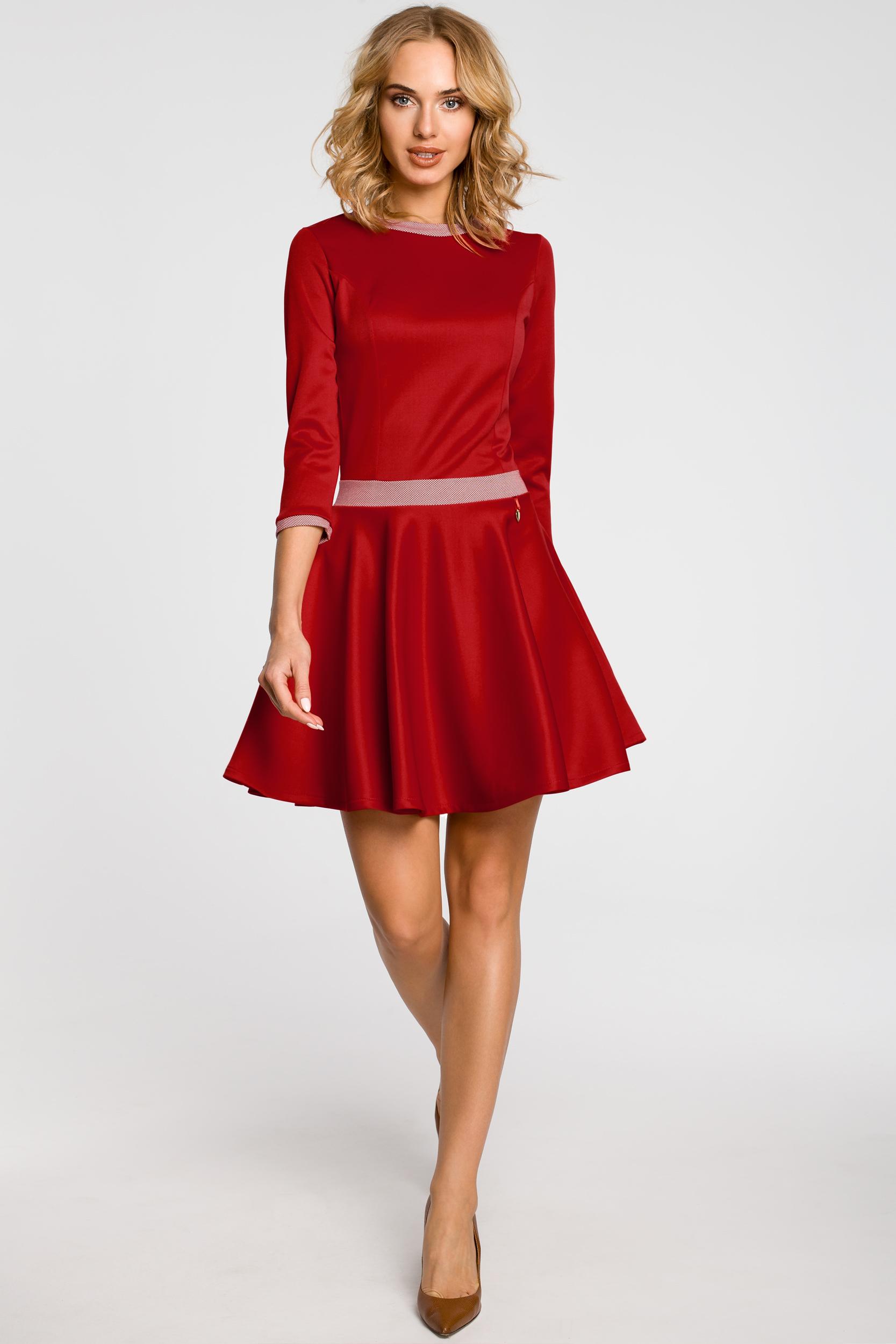 CM0355 Elegancka sukienka rozkloszowana z koła - czerwona