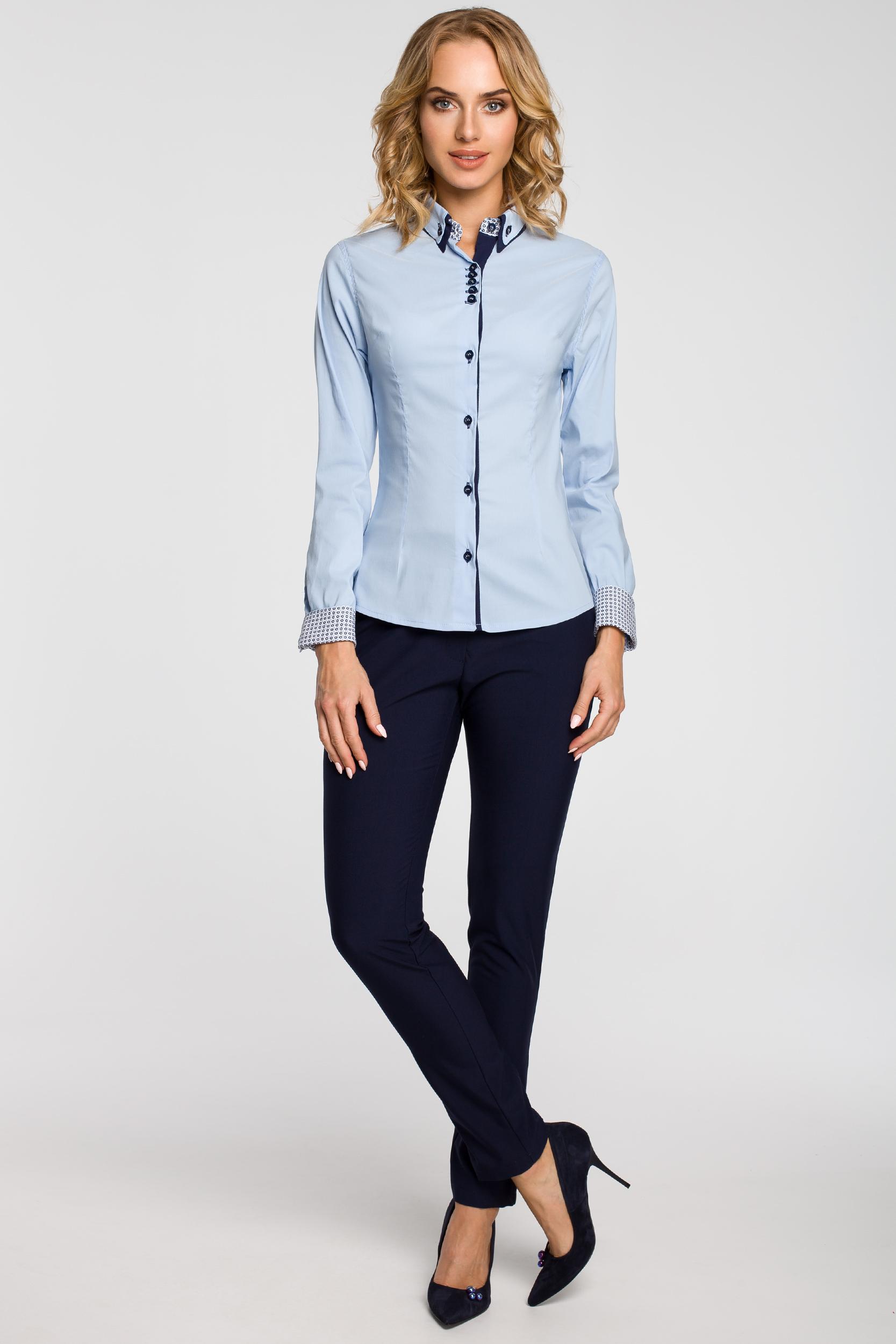 CM0665 Koszula damska z podwójnym kołnierzykiem w kontrastującym  kolorze - błękitna
