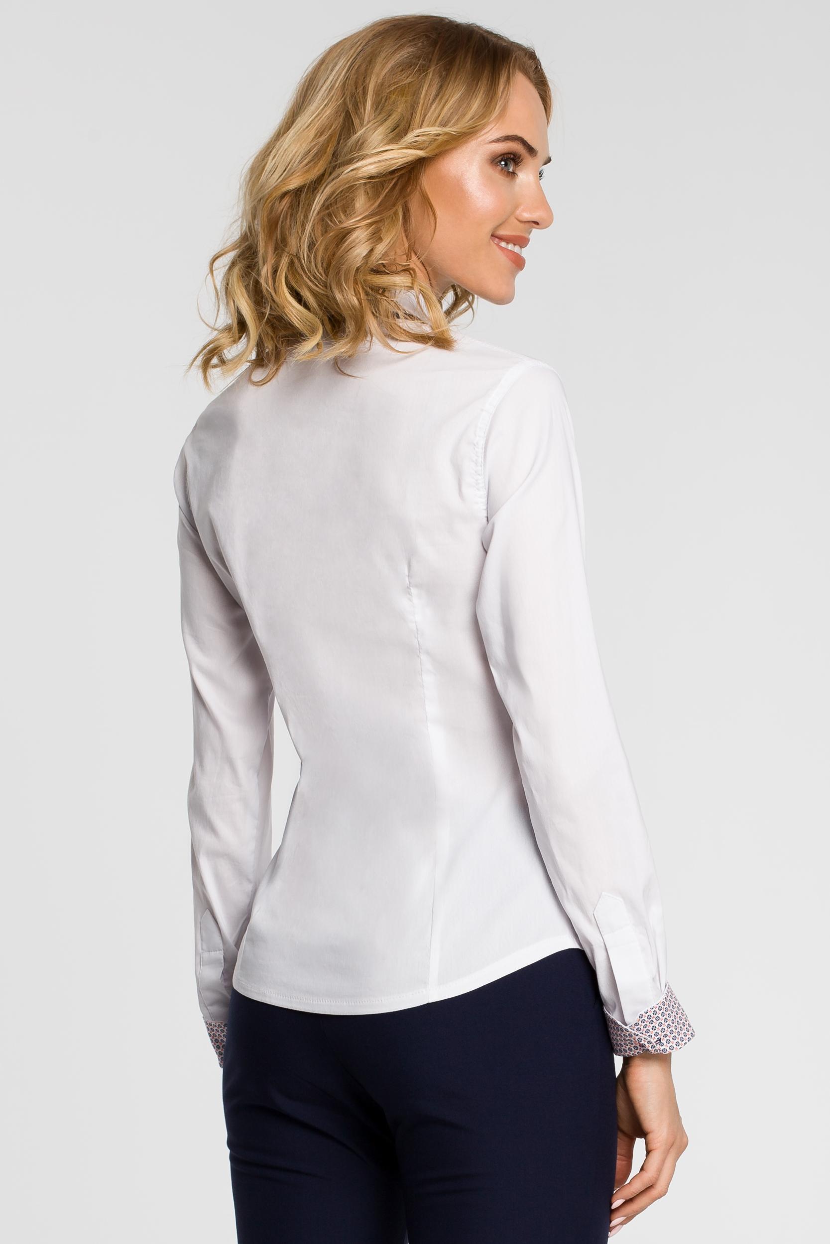 CM0665 Koszula damska z podwójnym kołnierzykiem w kontrastującym  kolorze - biała