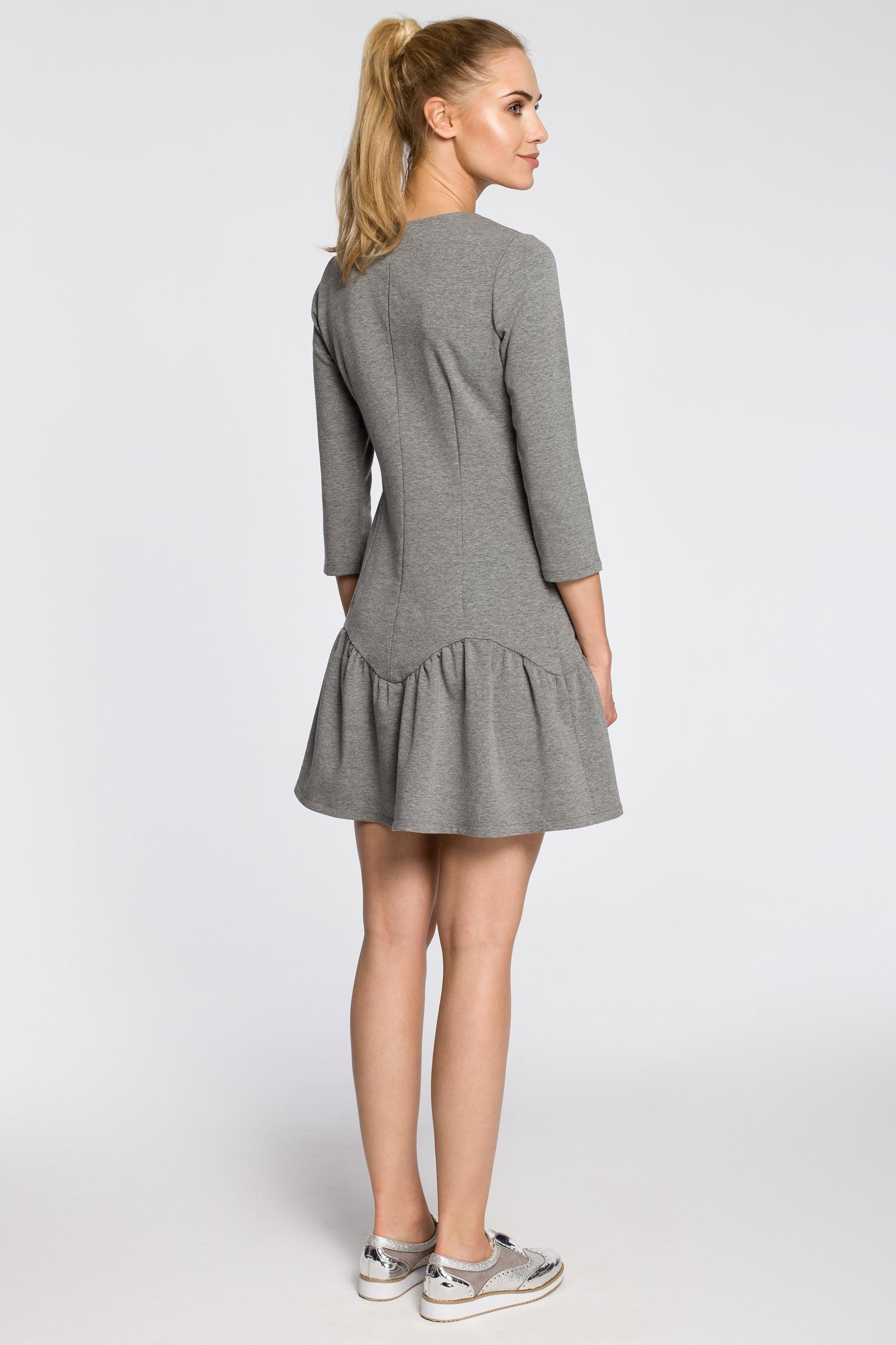 CM2459 Dopasowana sukienka z nowoczesnym dekoltem - szara