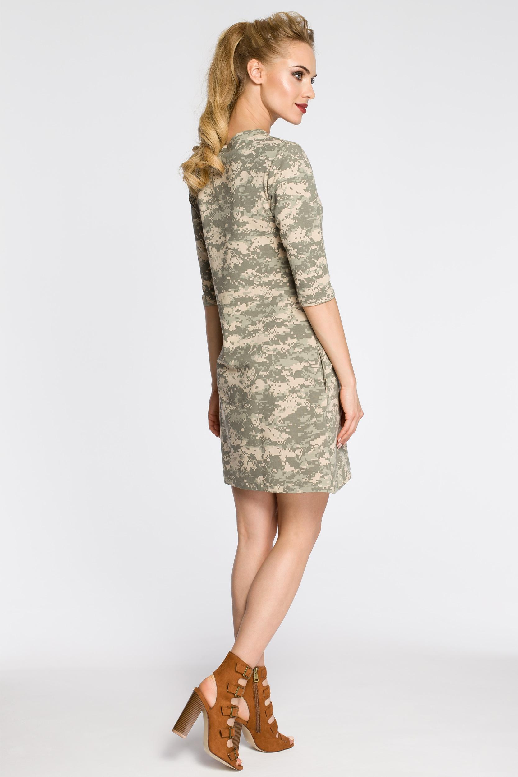 CM2451 Dresowa sukienka moro - model 3