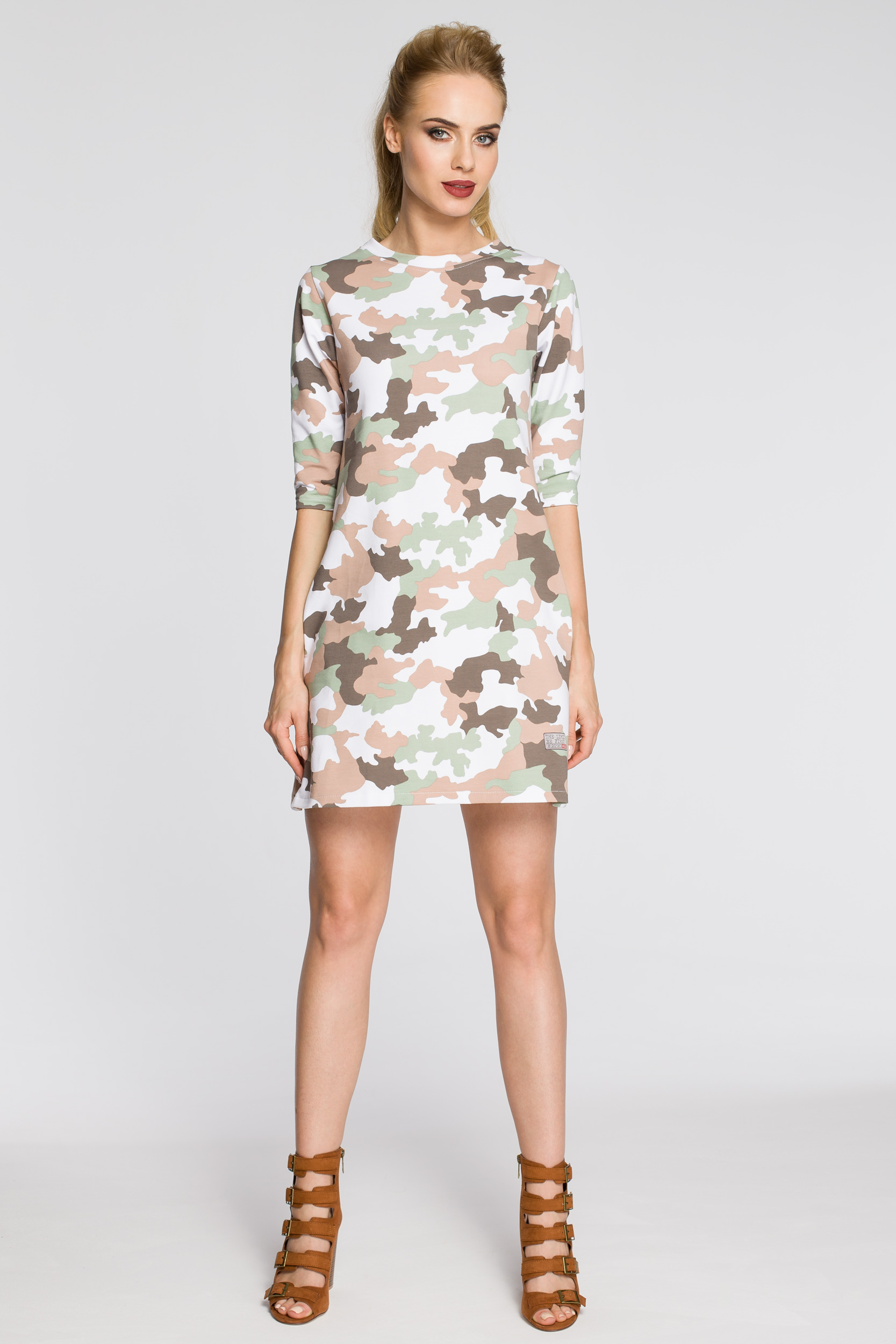 CM2451 Dresowa sukienka moro - model 2