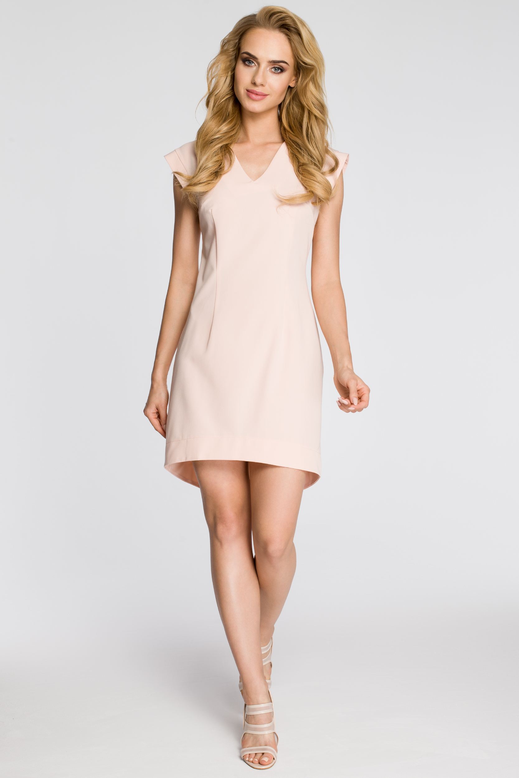 CM2346 Asymetryczna sukienka damska bez rękawów - pudrowa
