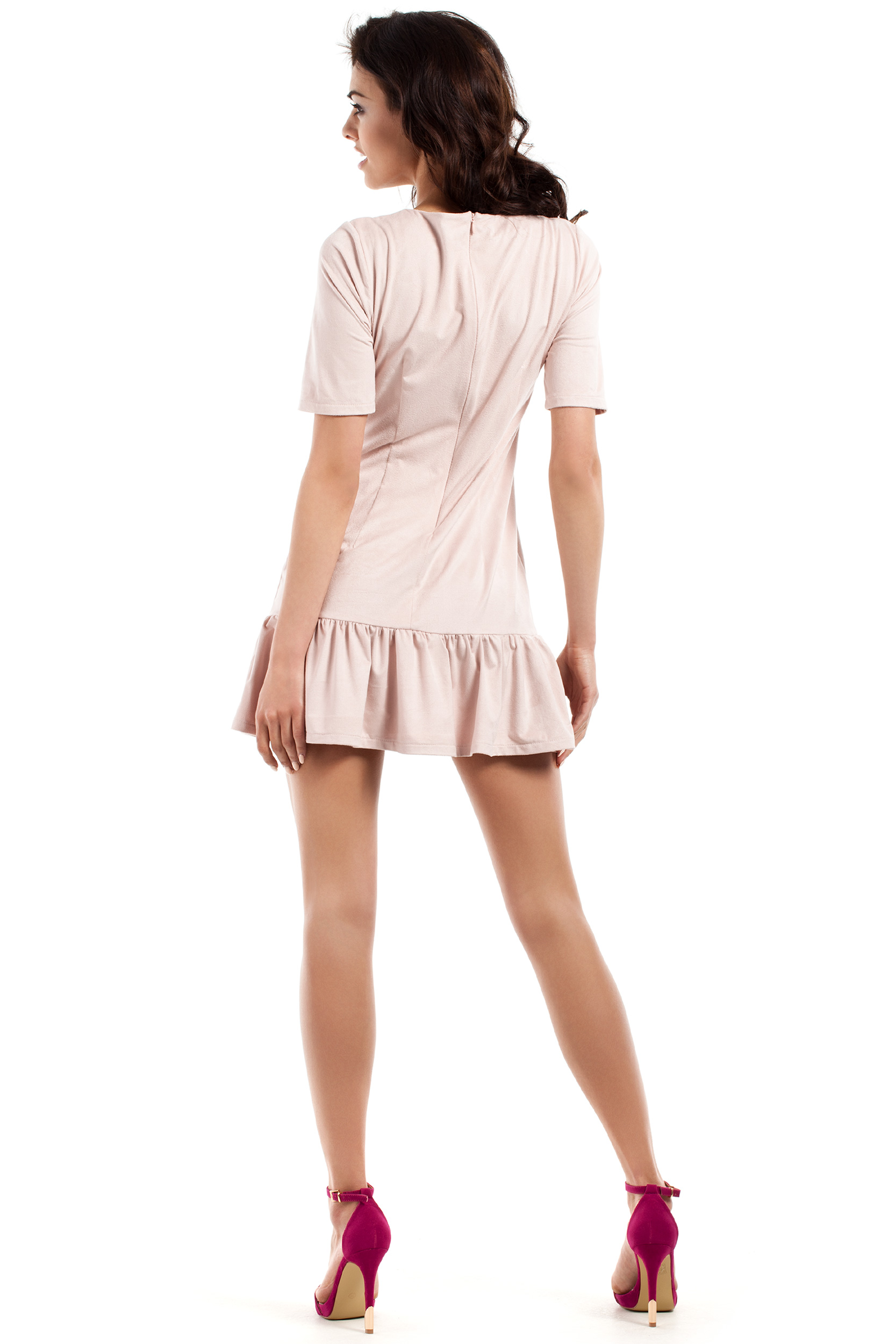 CM2224 Stylowa sukienka mini z falbanką - pudrowa