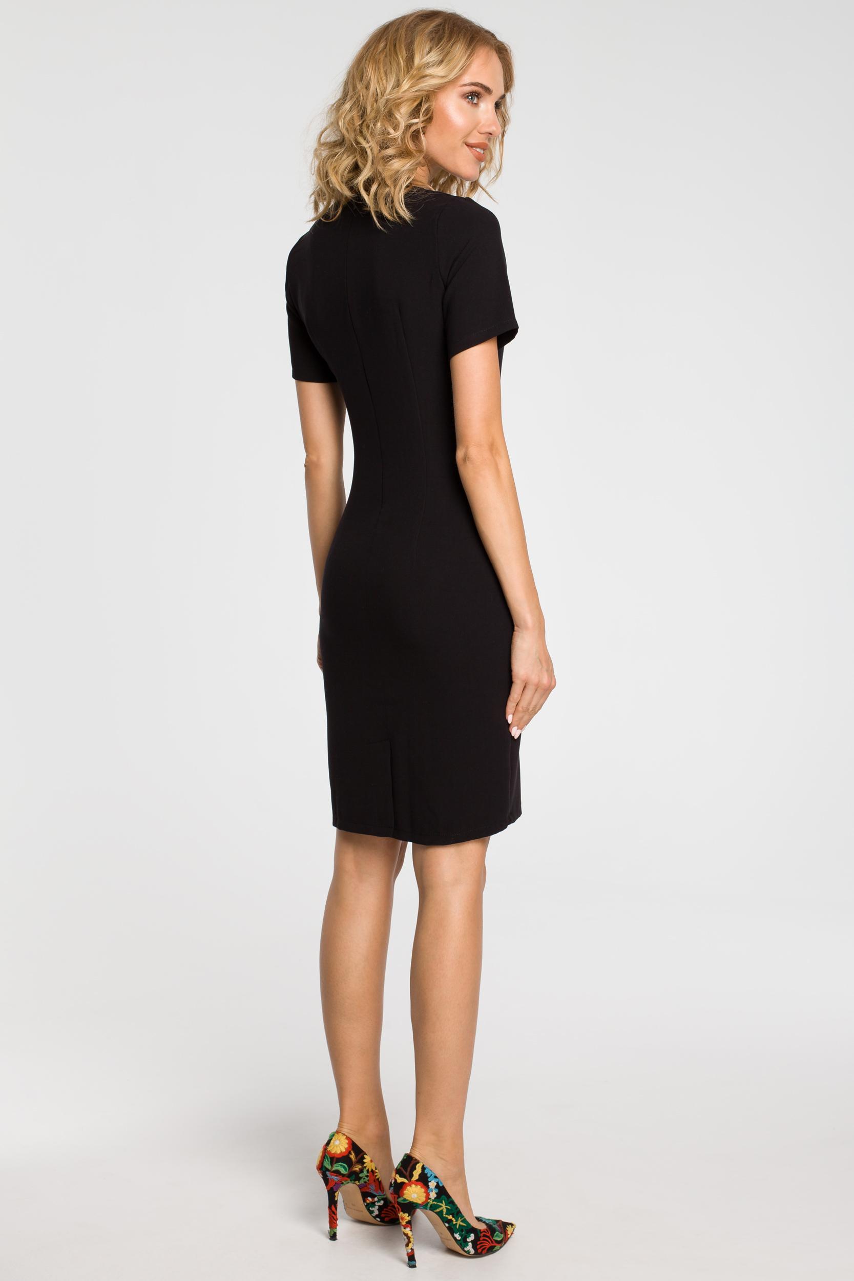 CM1872 Dopasowana sukienka z dekoltem karo - czarna