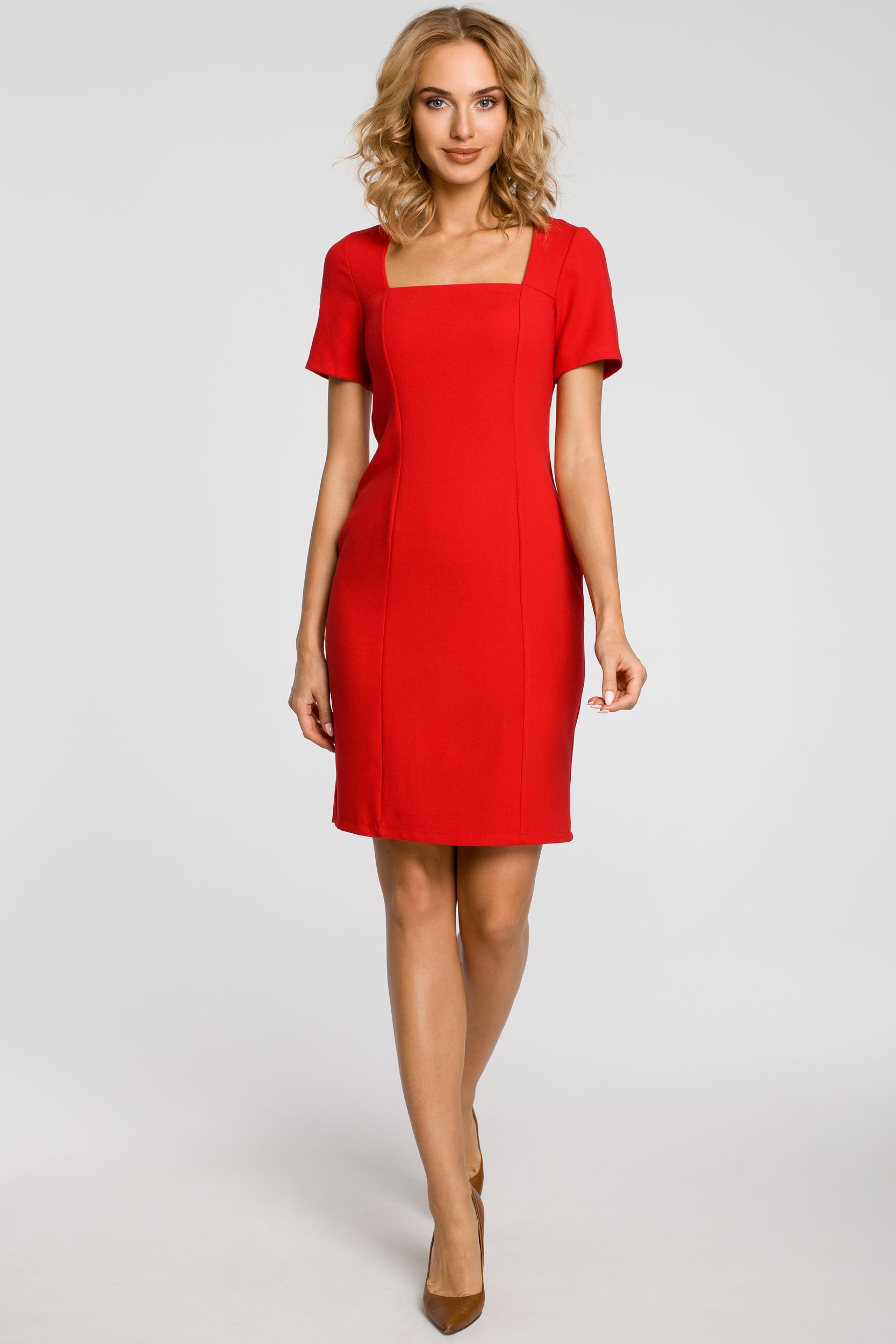 CM1872 Dopasowana sukienka z dekoltem karo - czerwona