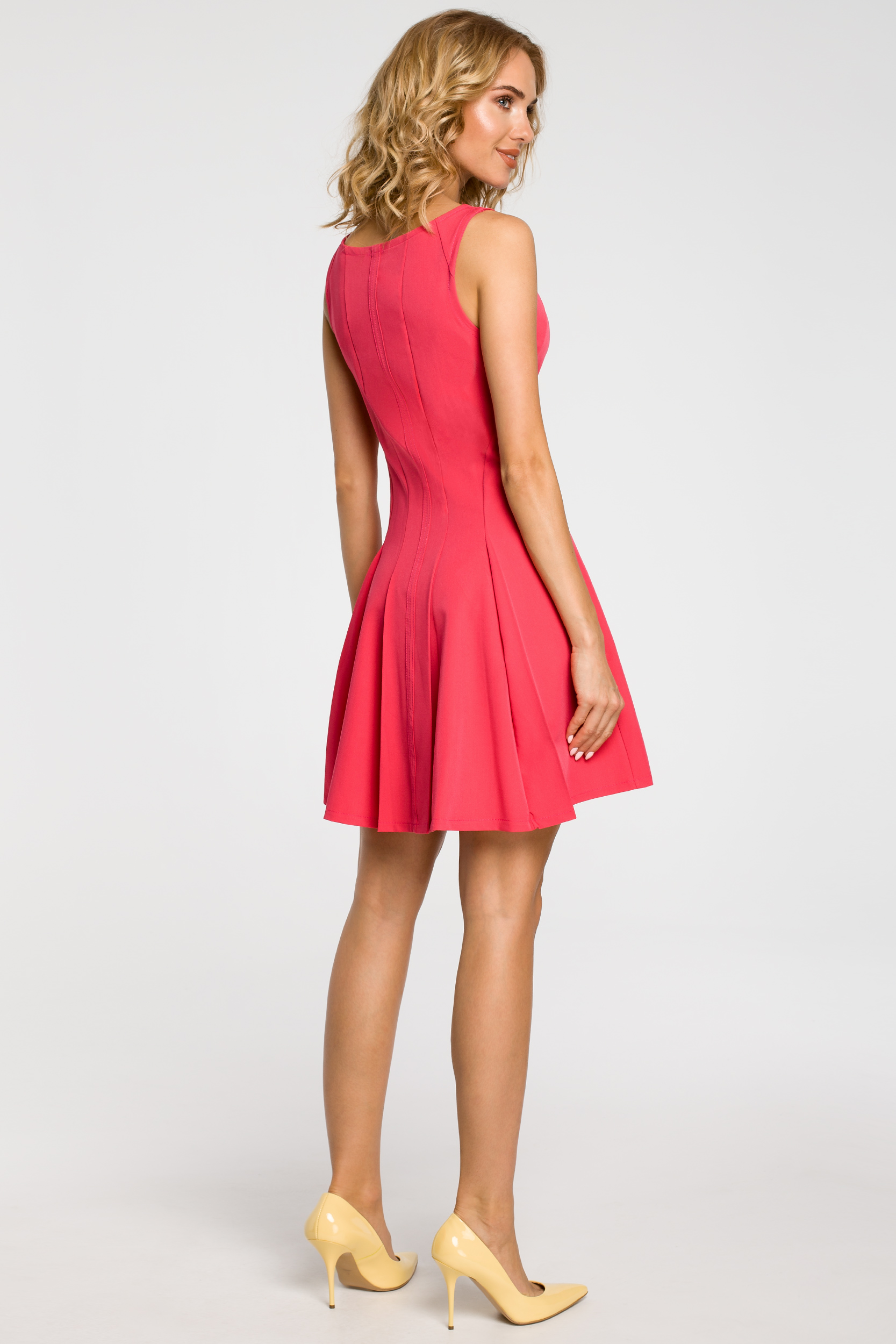 CM1806 Rozkloszowana sukienka kontrafałda na ramiączkach - różowa