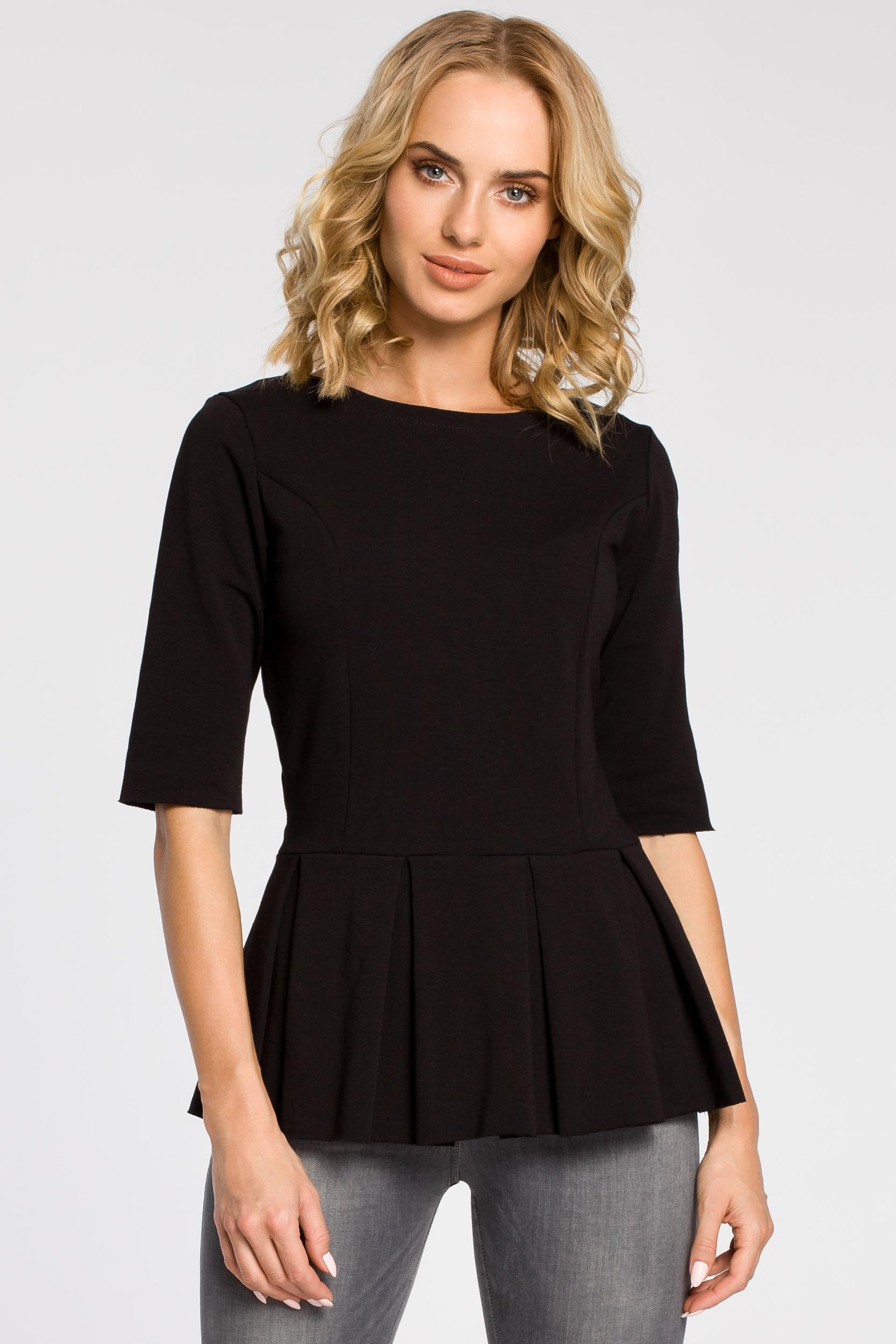 CM1090 Dopasowana bluzka damska z plisowaną baskinką - czarna
