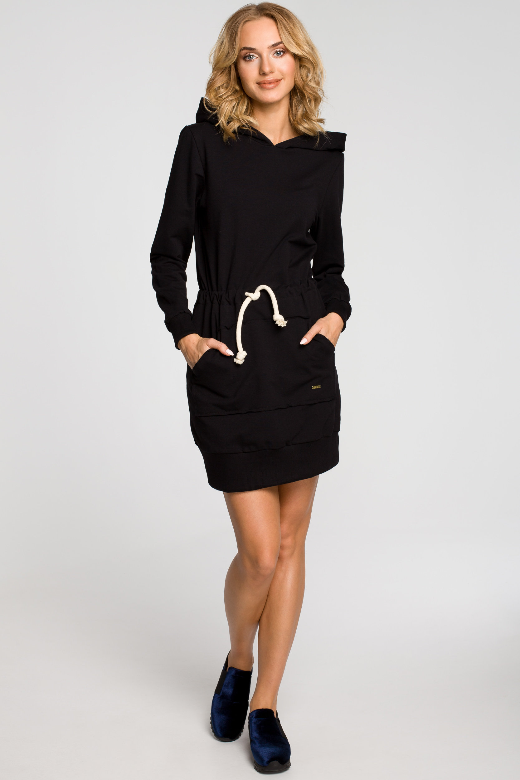 5c6935cd39 CM0985 Dresowa sukienka kangurka z kapturem - czarna ...