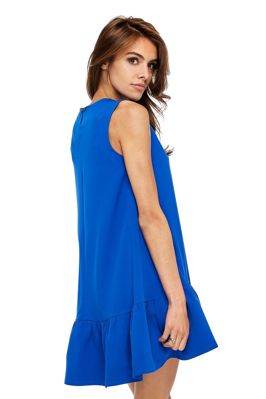 CM3506 Elegancka sukienka bez rękawów z falbanką - chabrowa