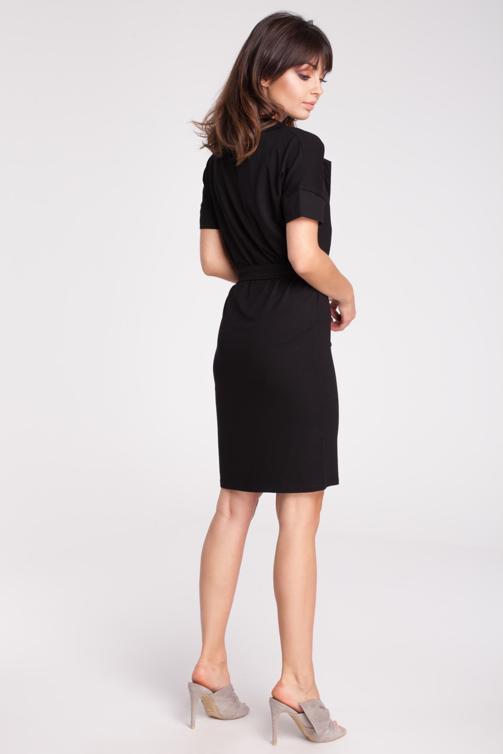 CM2789 Przewiązana sukienka z wykładanym kołnierzem - czarna