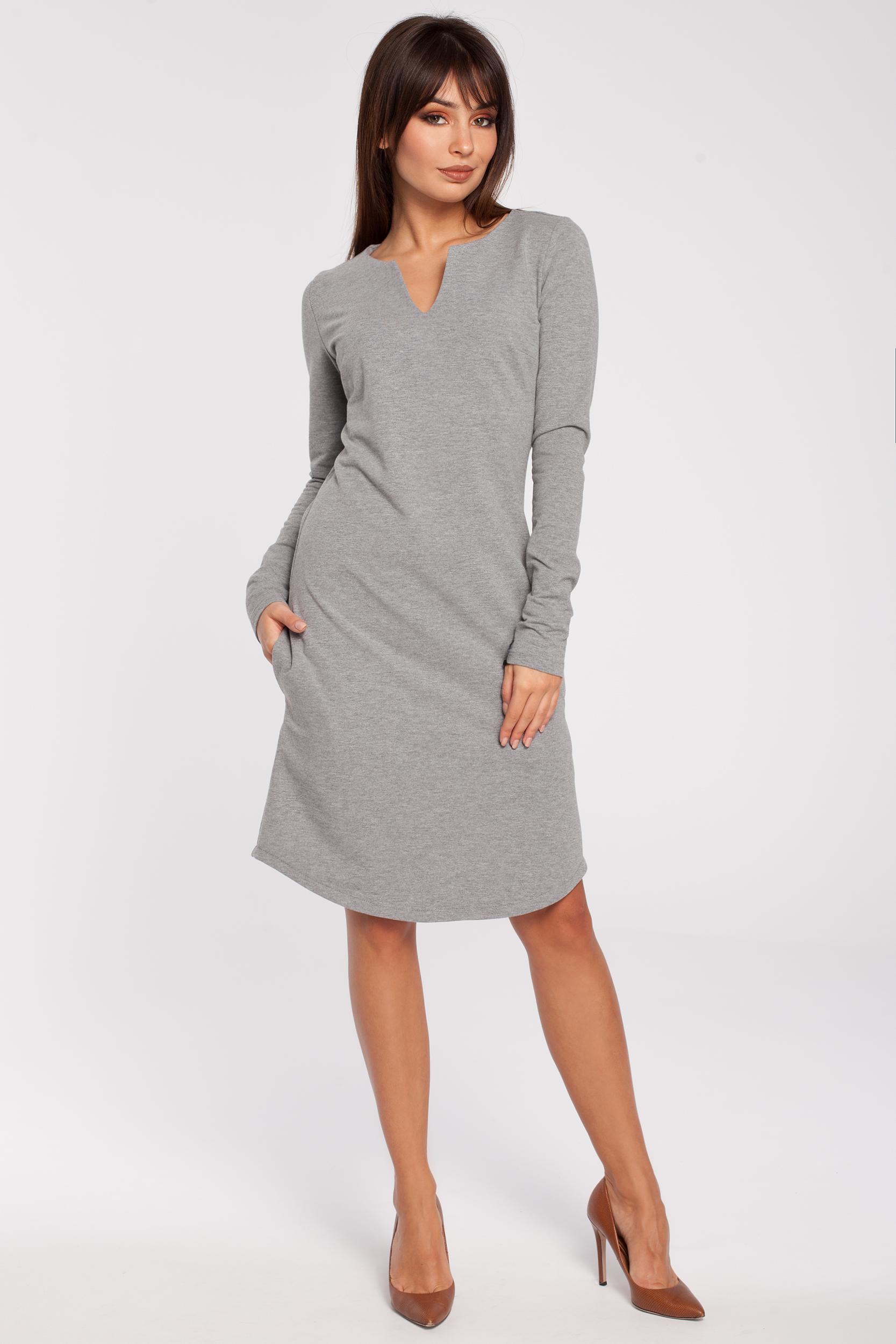 CM2869 Klasyczna sukienka z rozcięciem na dekolcie - szara