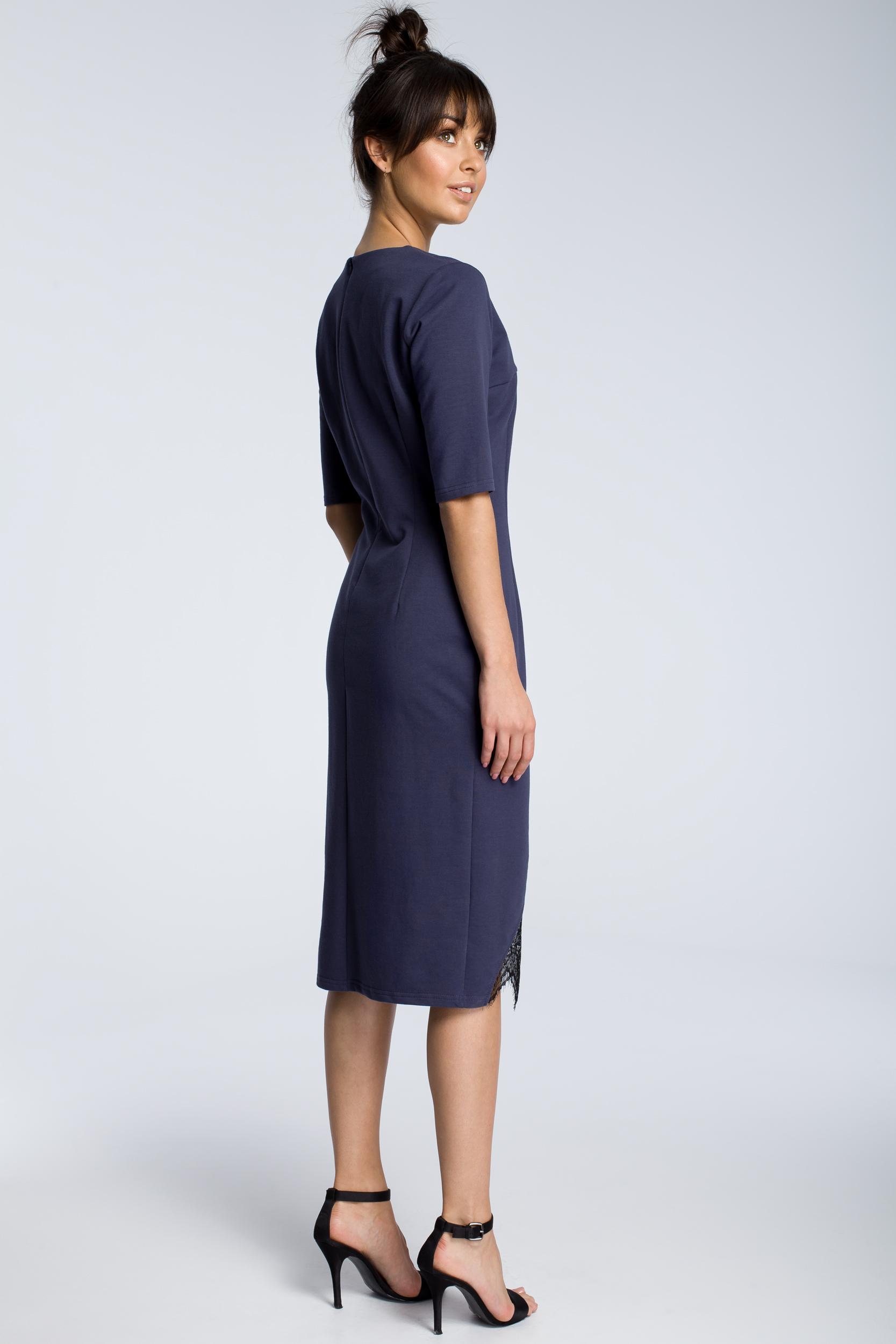 CM3615 Sukienka z wycięciem i wstawką z koronki - niebieska