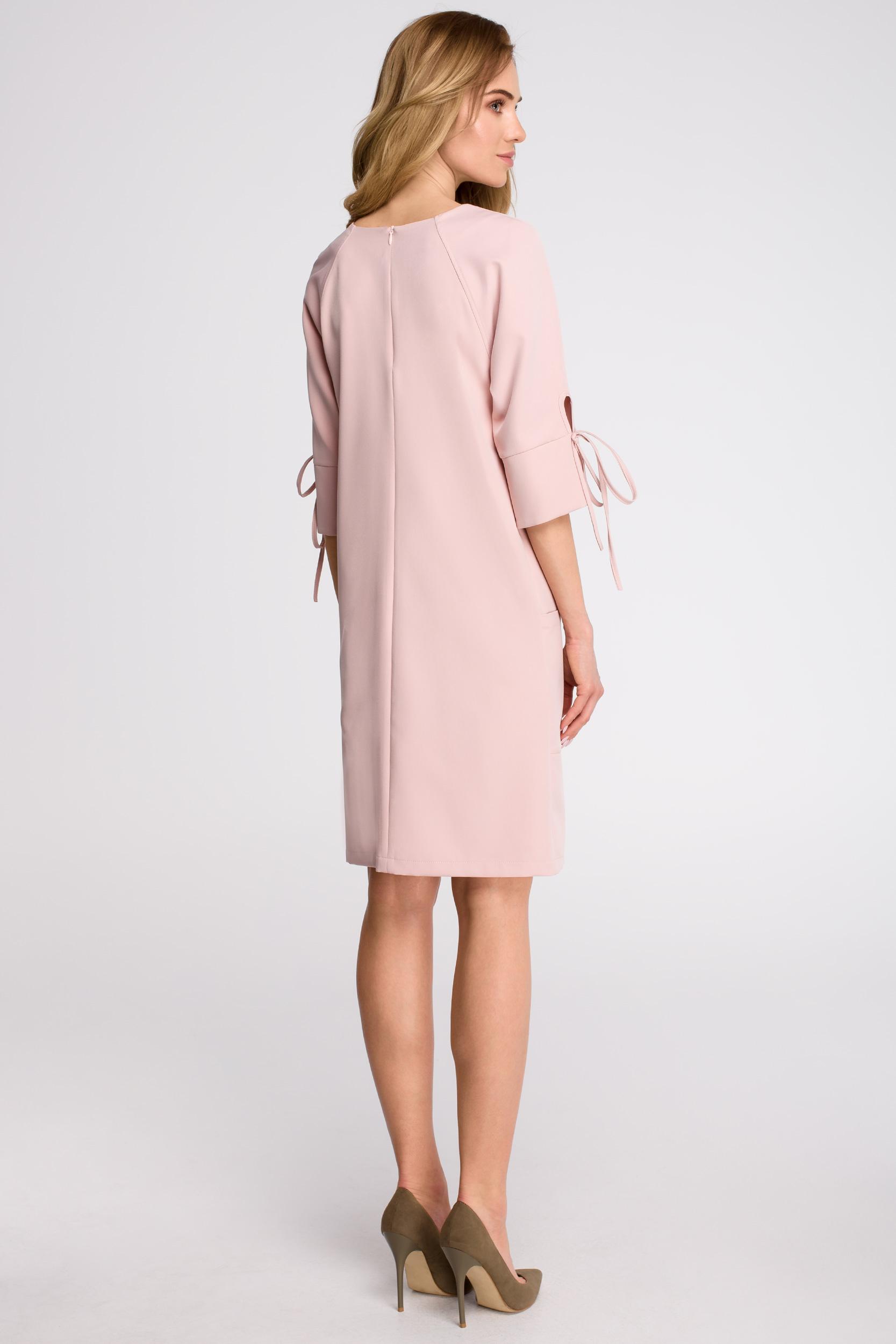 CM3627 Sukienka z kieszeniami i wiązaniem przy rękawach - pudrowa