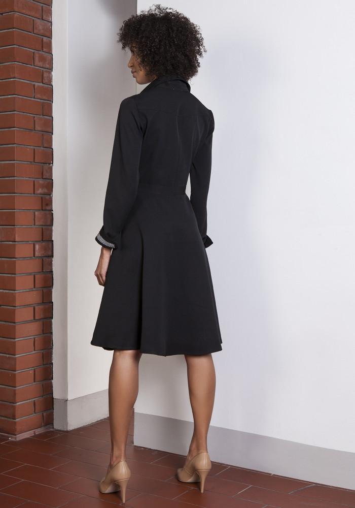 CM3654 Rozkloszowana sukienka na guziki - czarna