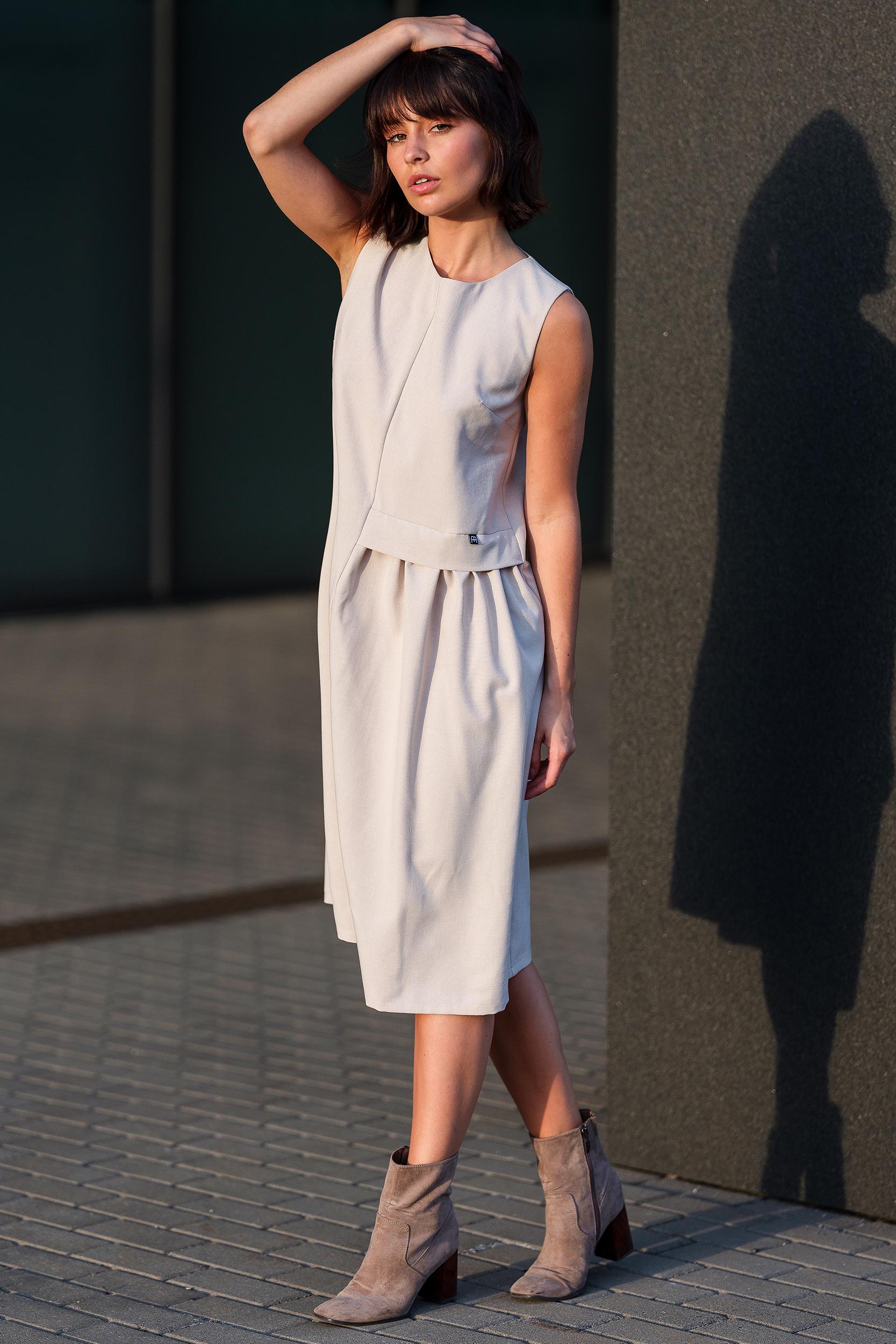 CM3756 Zwiewna sukienka midi bez rękawów - beżowa