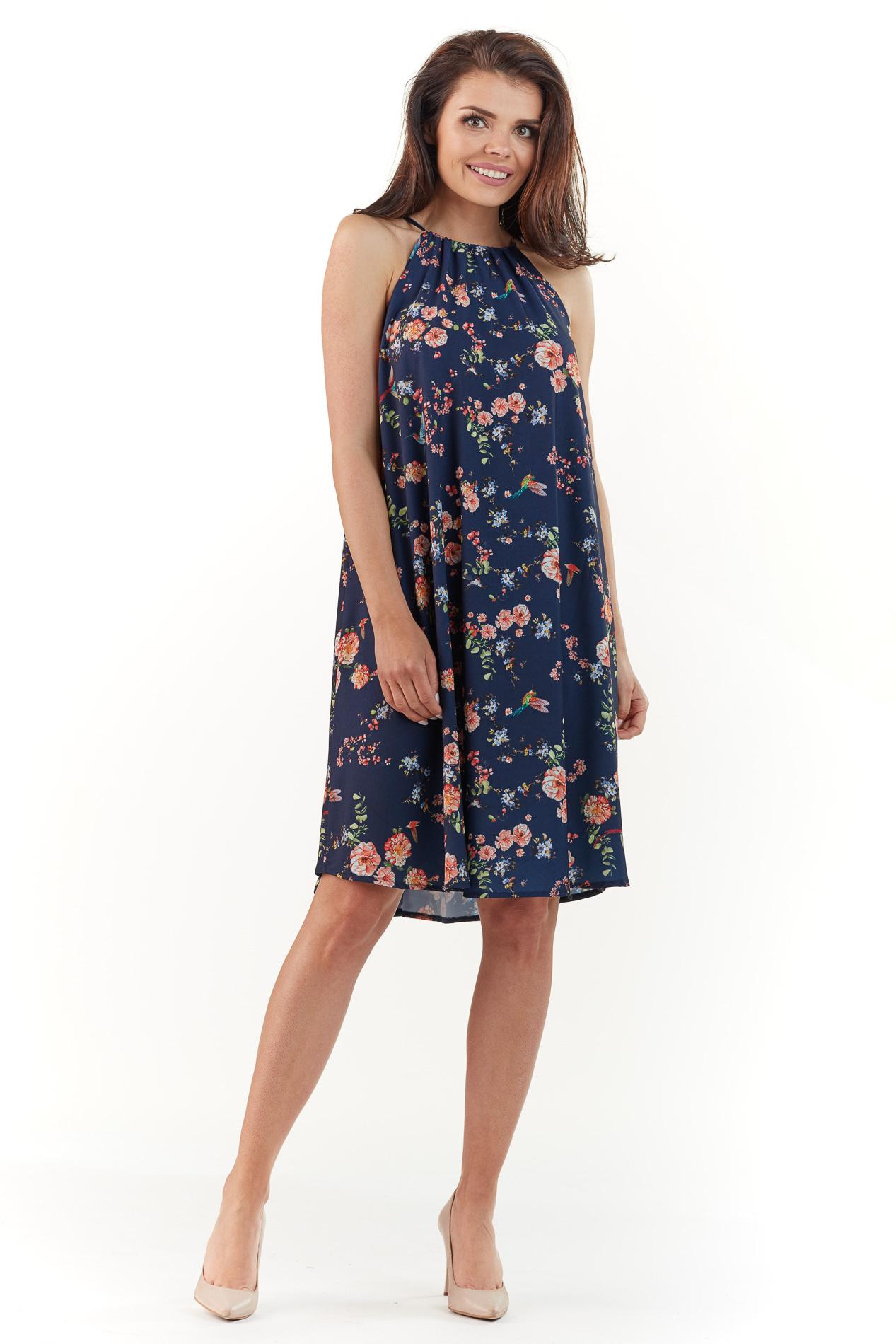 CM3765 Zwiewna sukienka w kwiaty - granatowa