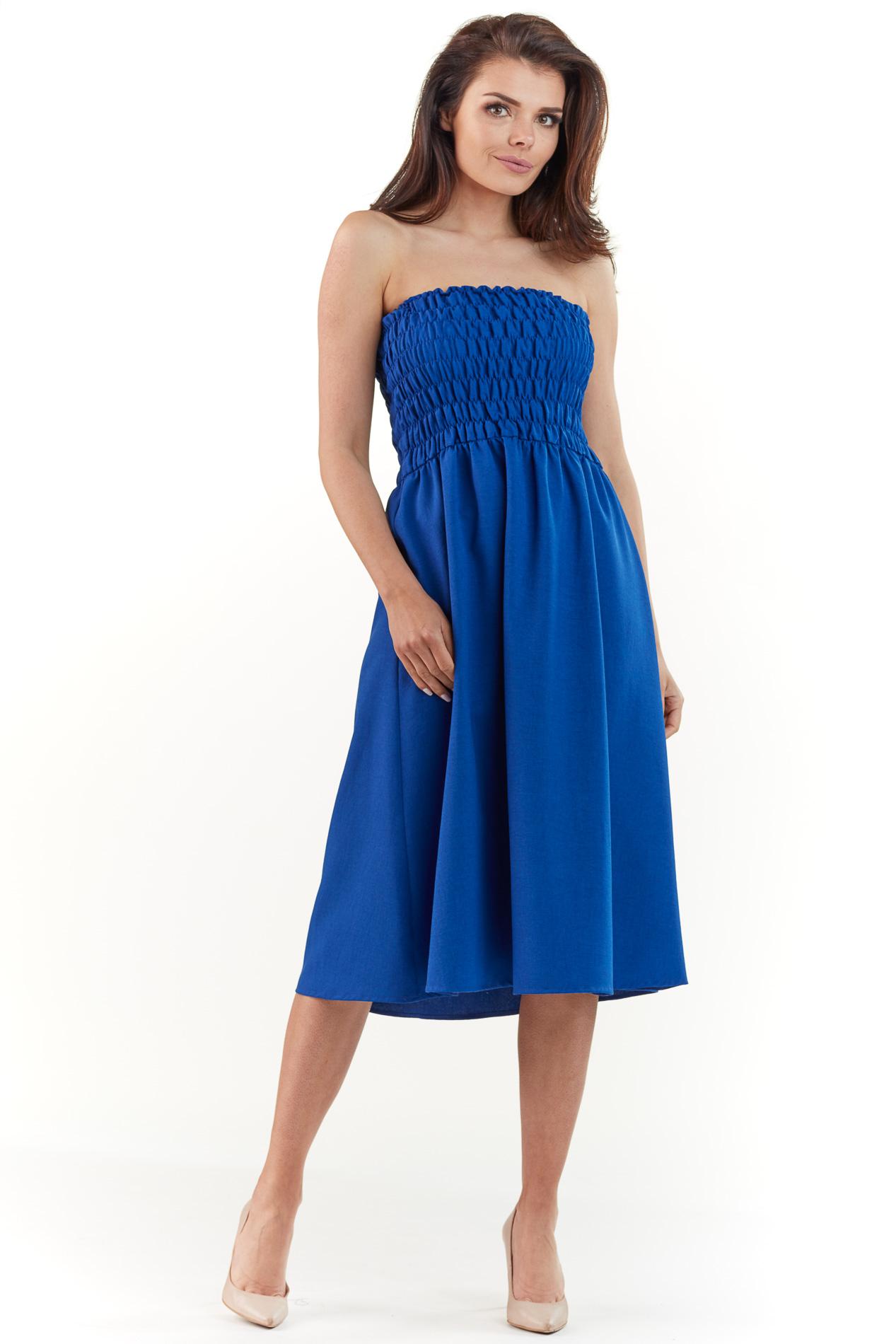 CM3767 Rozkloszowana sukienka z marszczeniami - niebieska