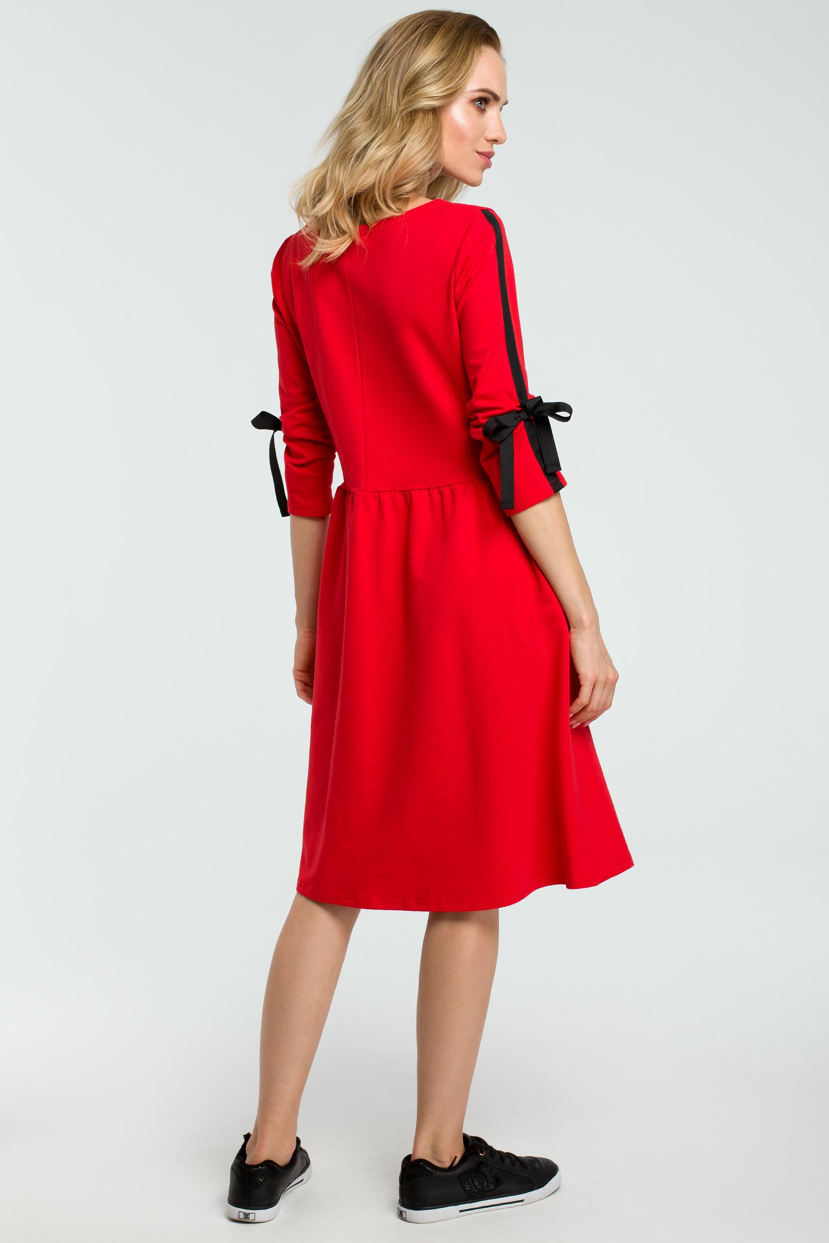 CM3802 Rozkloszowana sukienka z wiązanymi rękawami - czerwona