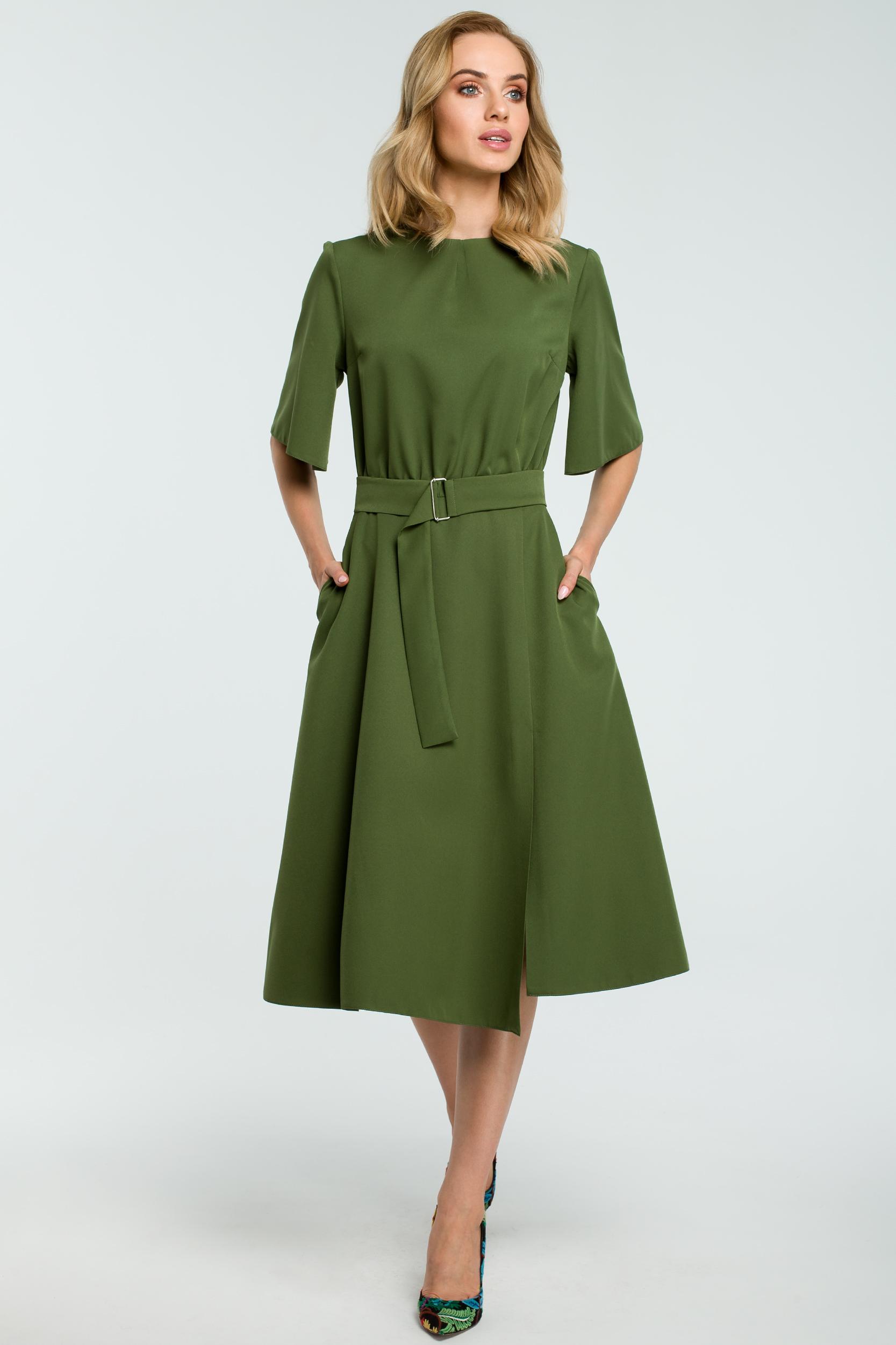 66022492c4 CM3810 Rozkloszowana sukienka z paskiem - zielona ...