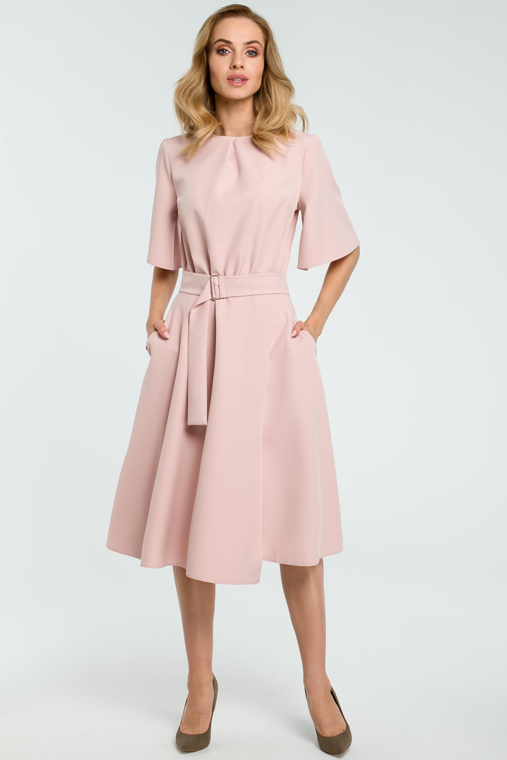 CM3810 Rozkloszowana sukienka z paskiem - pudrowa