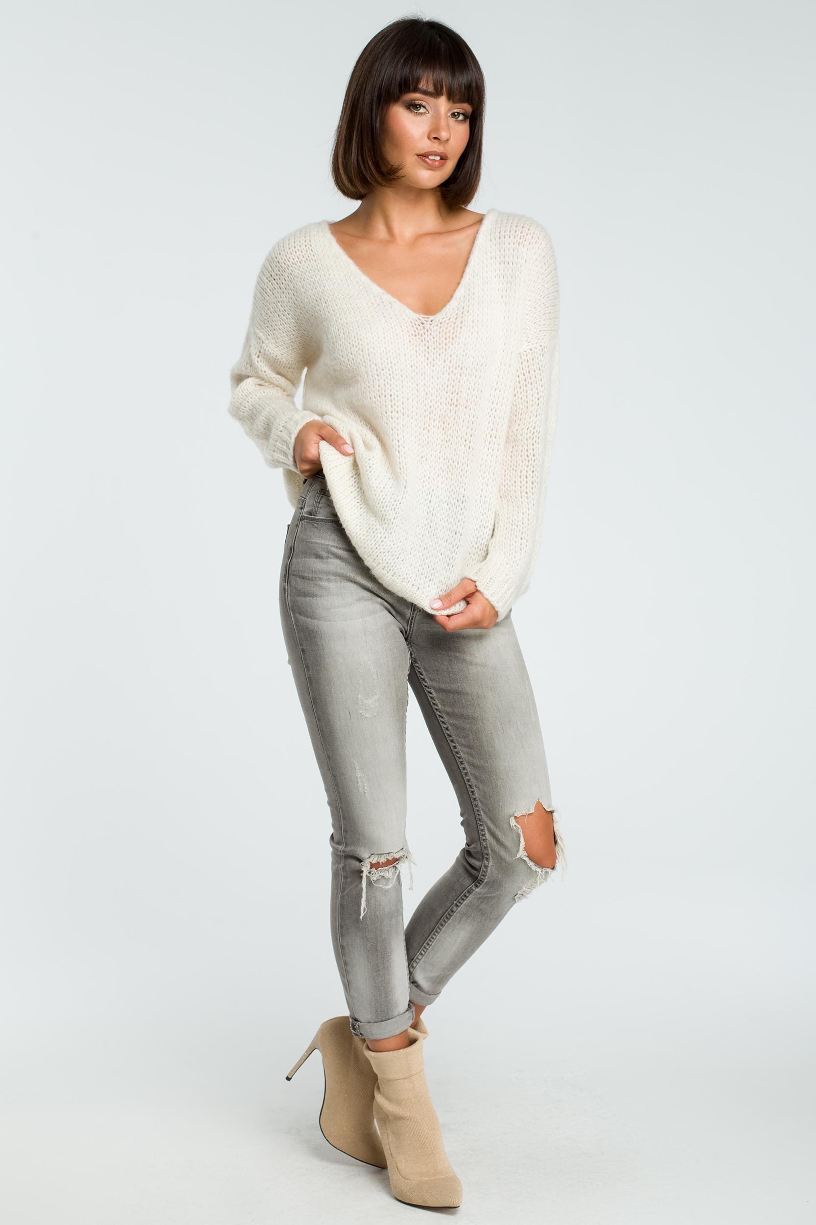 CM3825 Wygodny sweter z dużym dekoltem - ecru