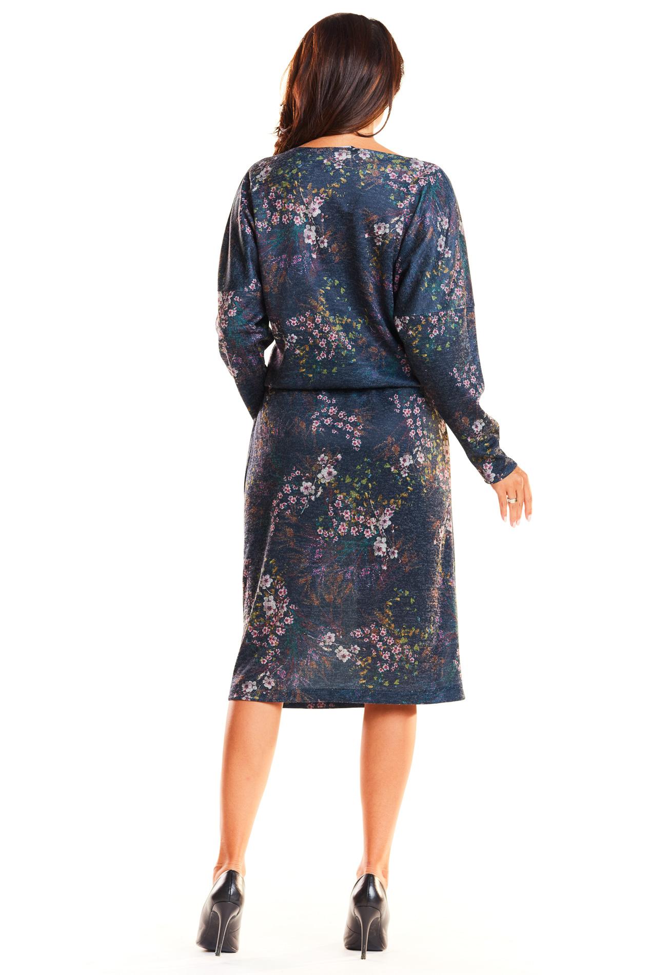 CM3937 Odcinana sukienka midi z długim rękawem - granatowa