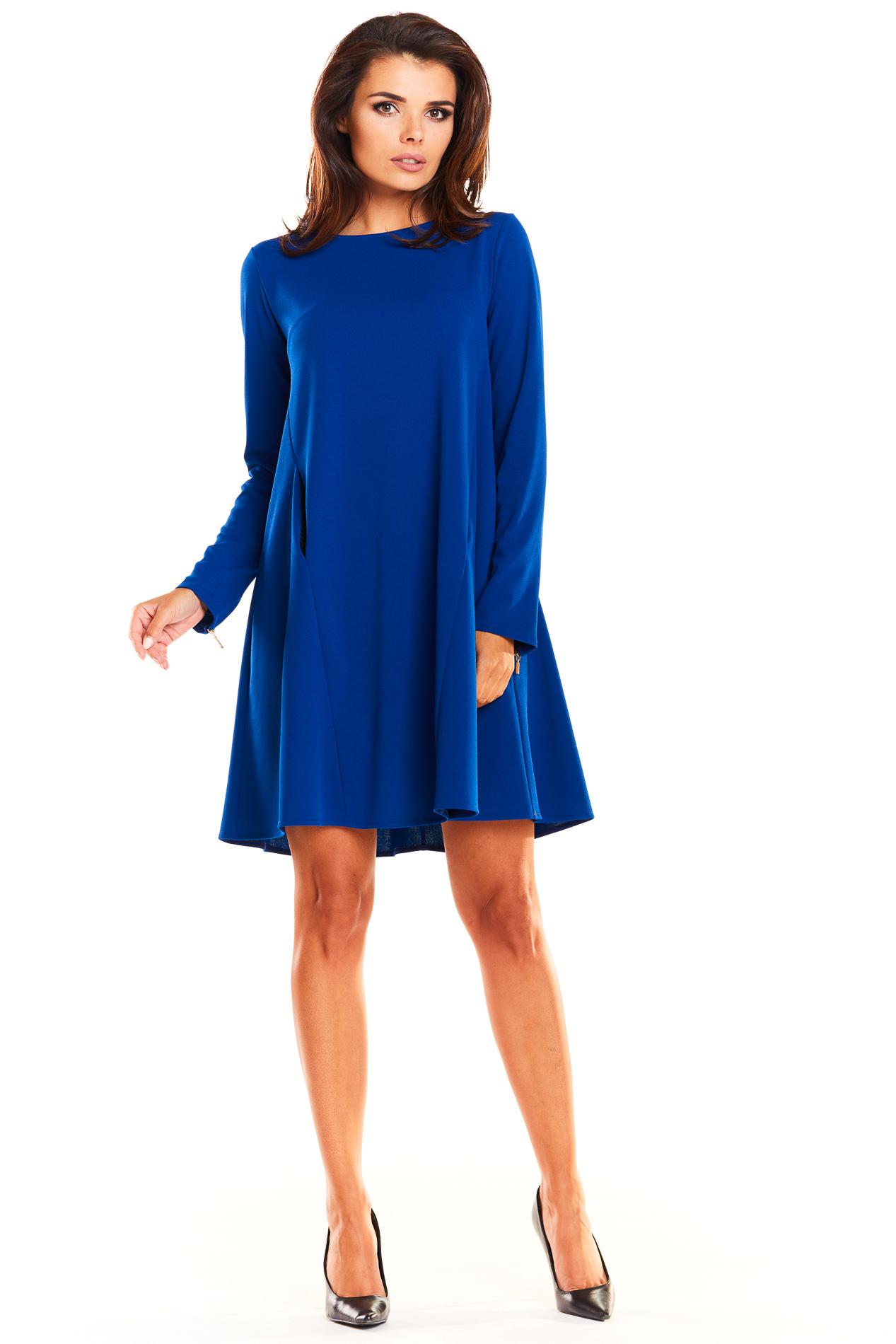 CM3941 Trapezowa sukienka biurowa - niebieska