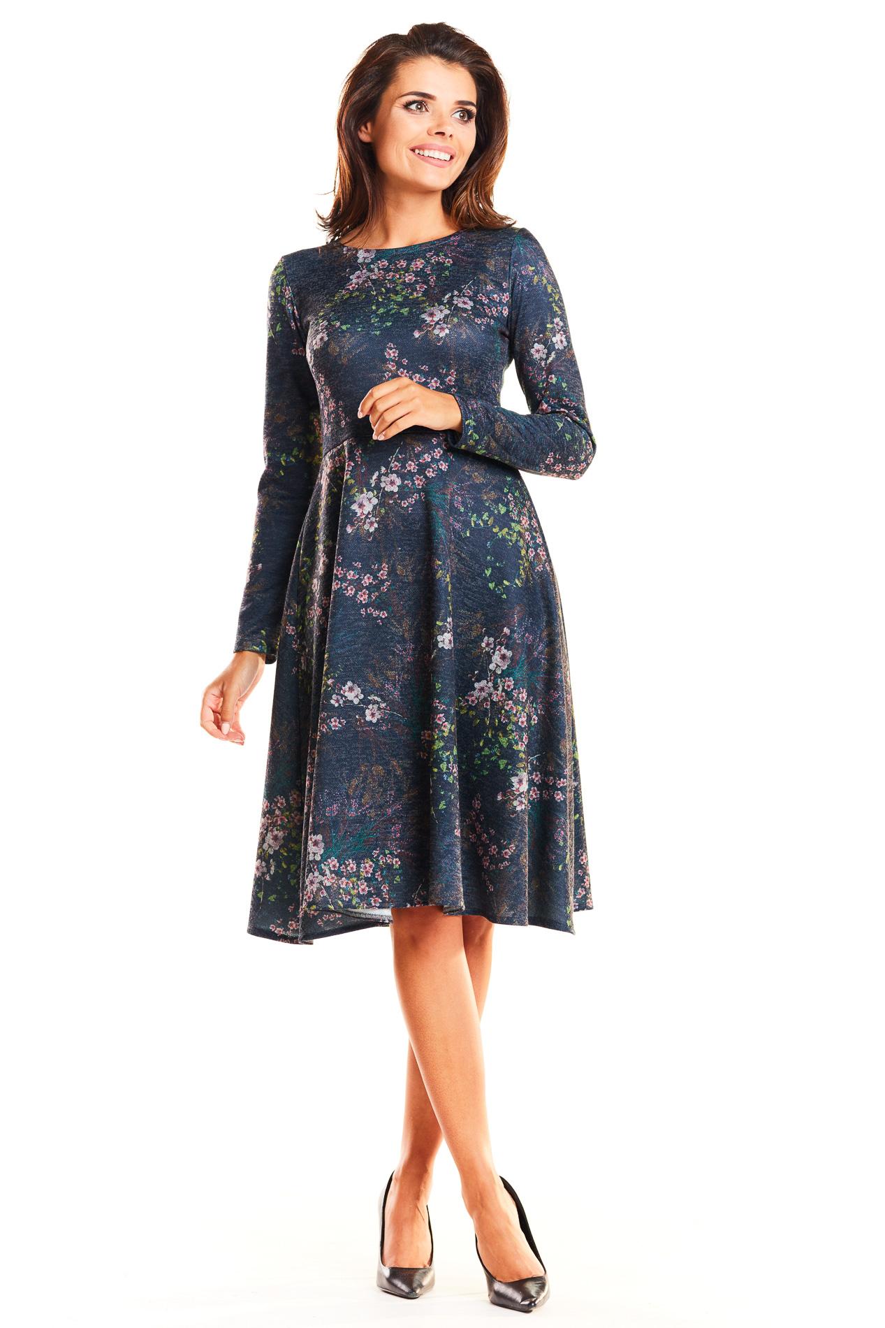 17c7a8b5f6 CM3952 Delikatnie rozkloszowana sukienka z długim rękawem - granatowa ...