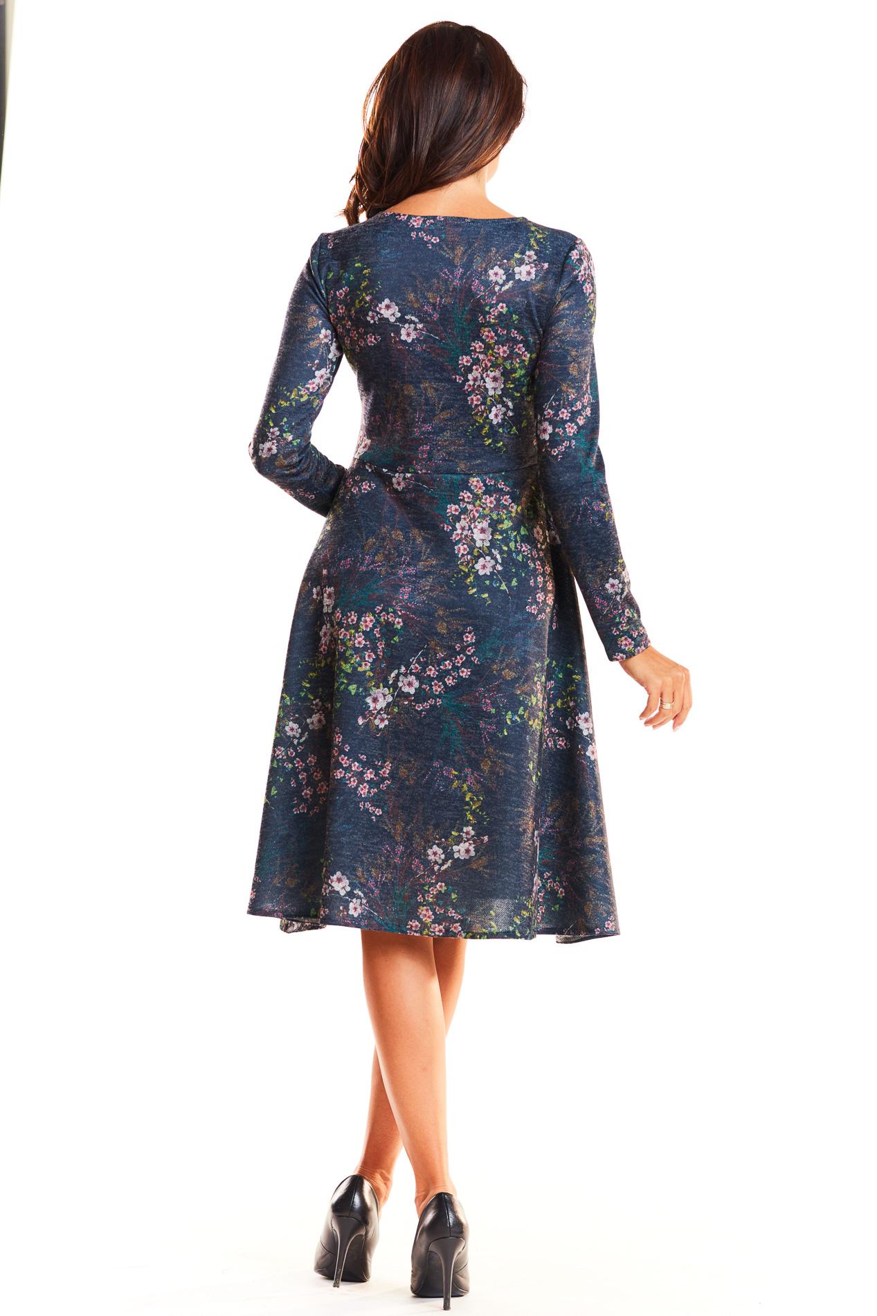 99942bbec9 ... CM3952 Delikatnie rozkloszowana sukienka z długim rękawem - granatowa