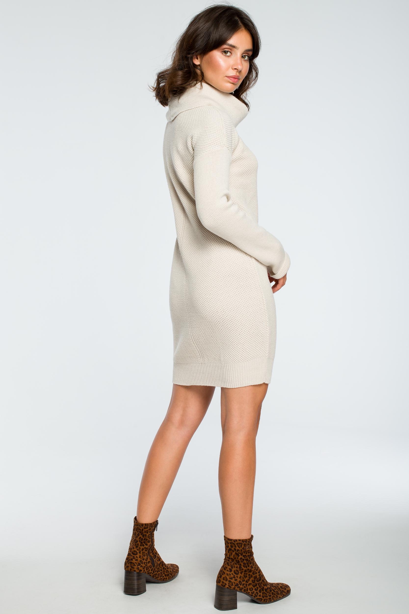 CM3997 Swetrowa sukienka mini z golfem - beżowa