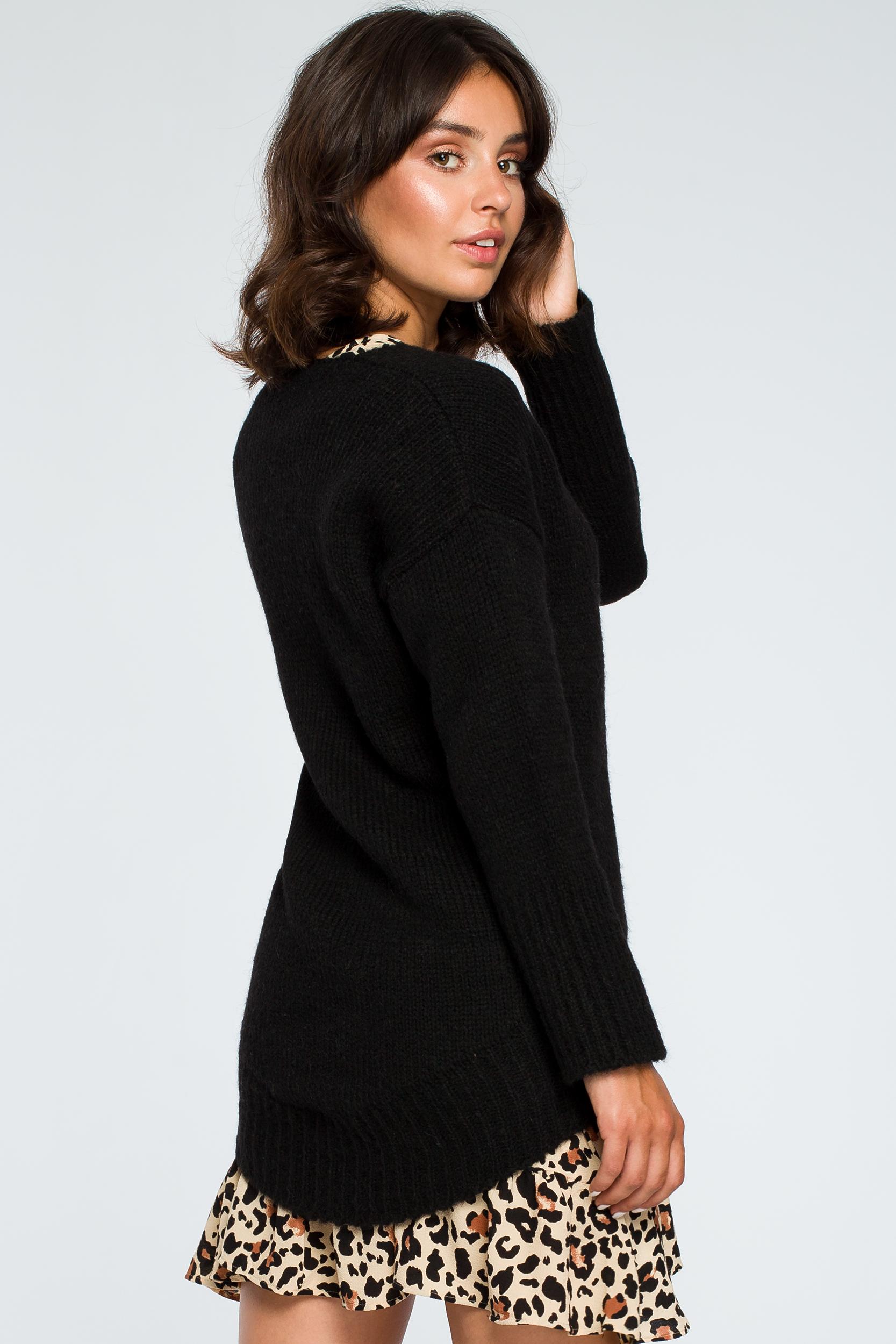 CM3999 Asymetryczny sweter z głębokim dekoltem - czarny