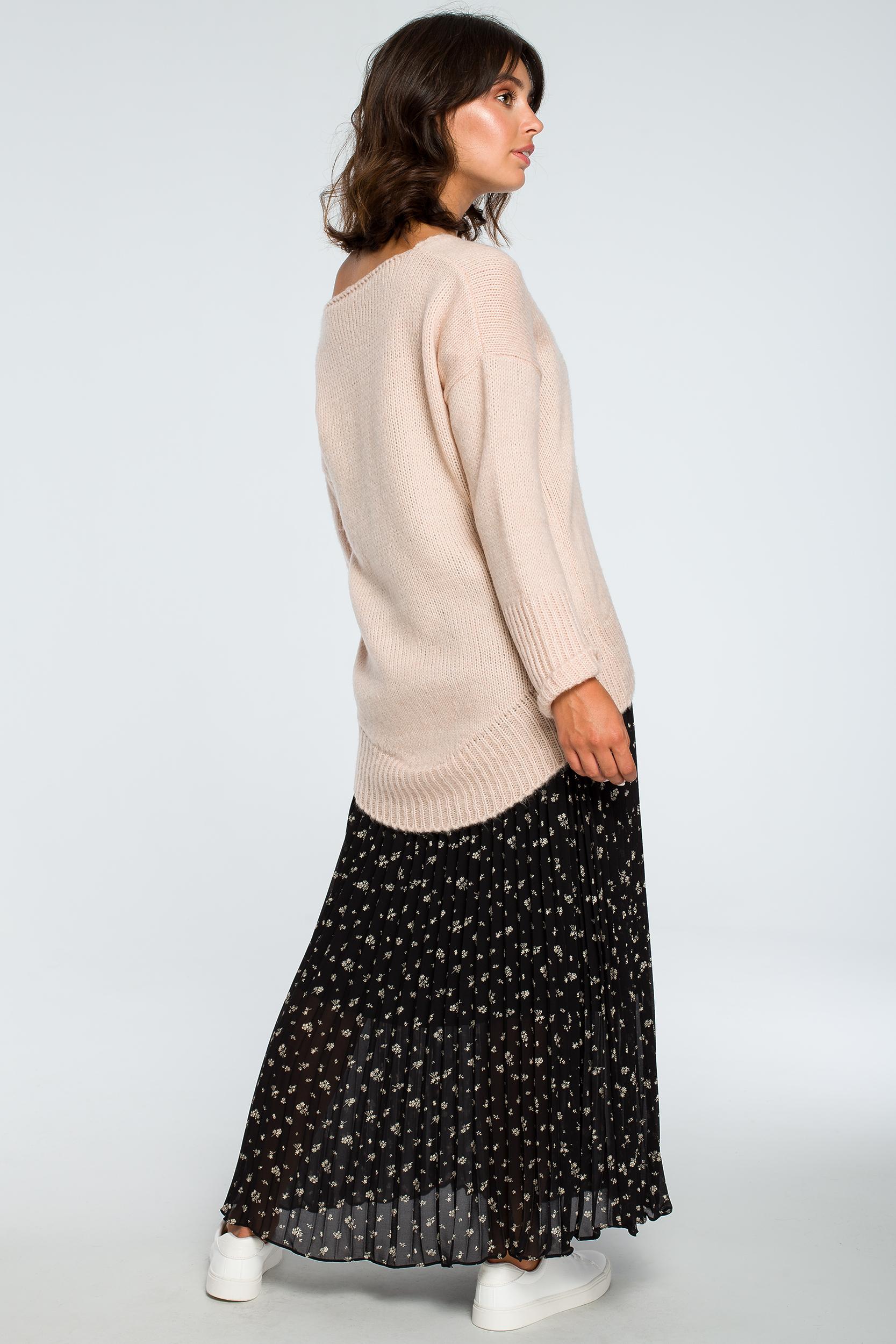CM3999 Asymetryczny sweter z głębokim dekoltem - bladoróżowy