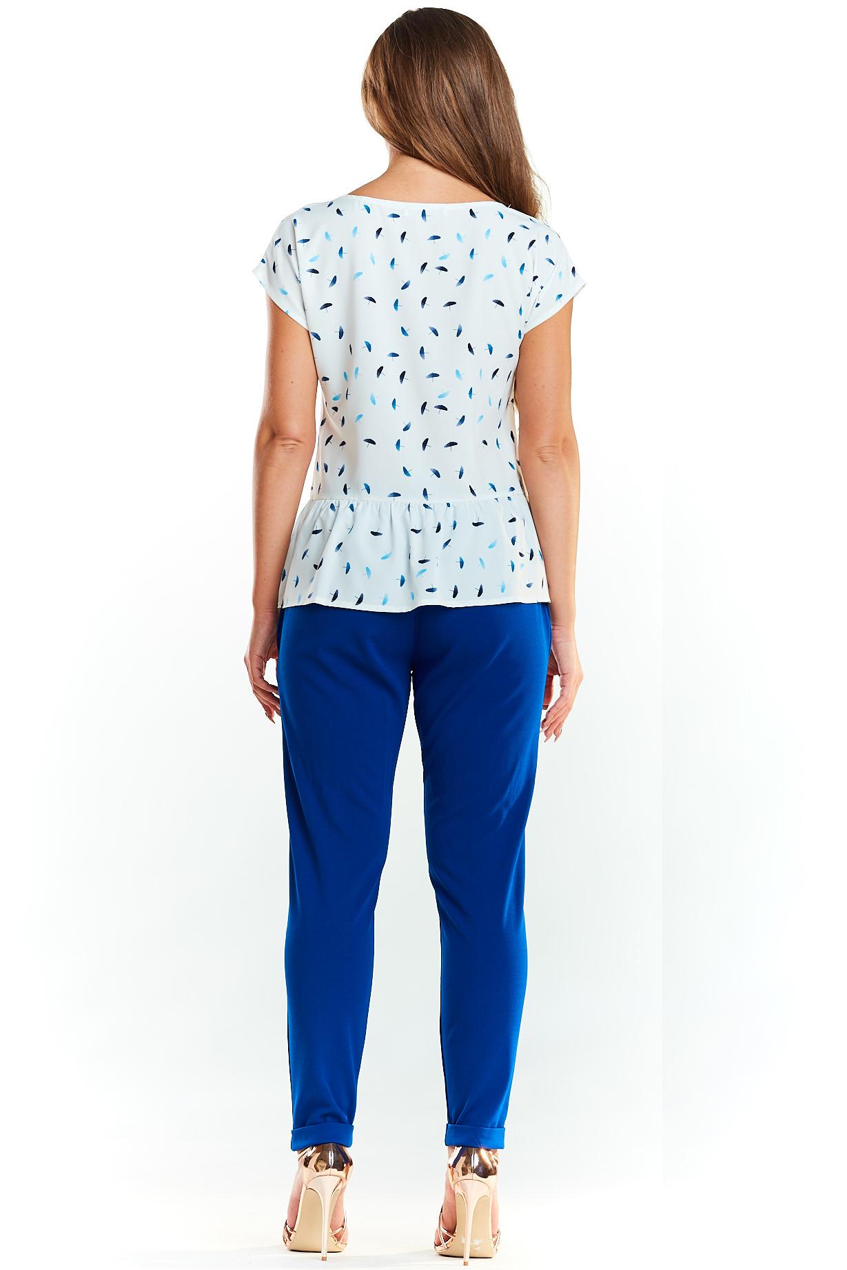 CM3979 Bluzka damska z krótkim rękawem i falbanką - niebieskie parasolki