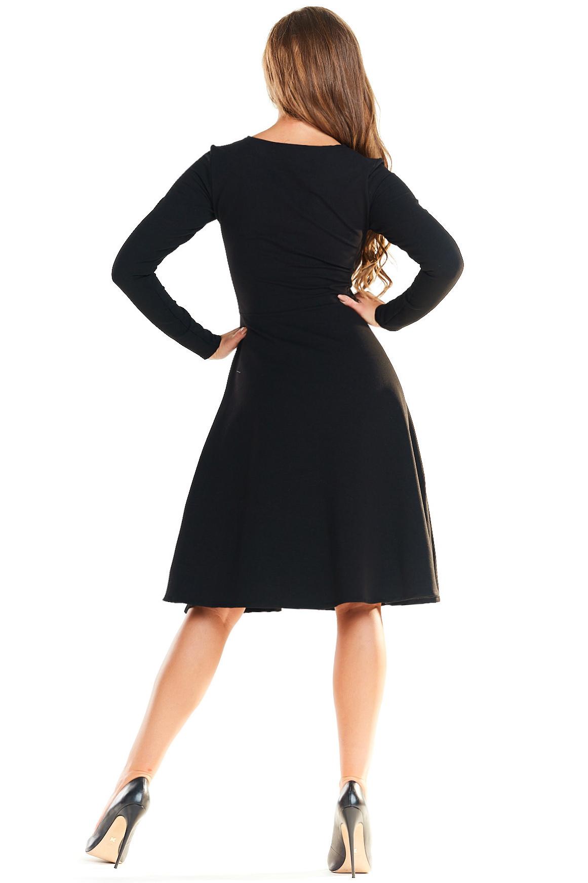 CM4026 Odcinana sukienka kontrafałda - czarna