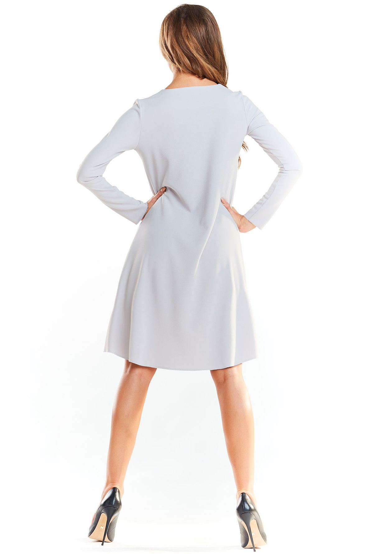 CM4036 Klasyczna sukienka delikatnie rozkloszowana - szara